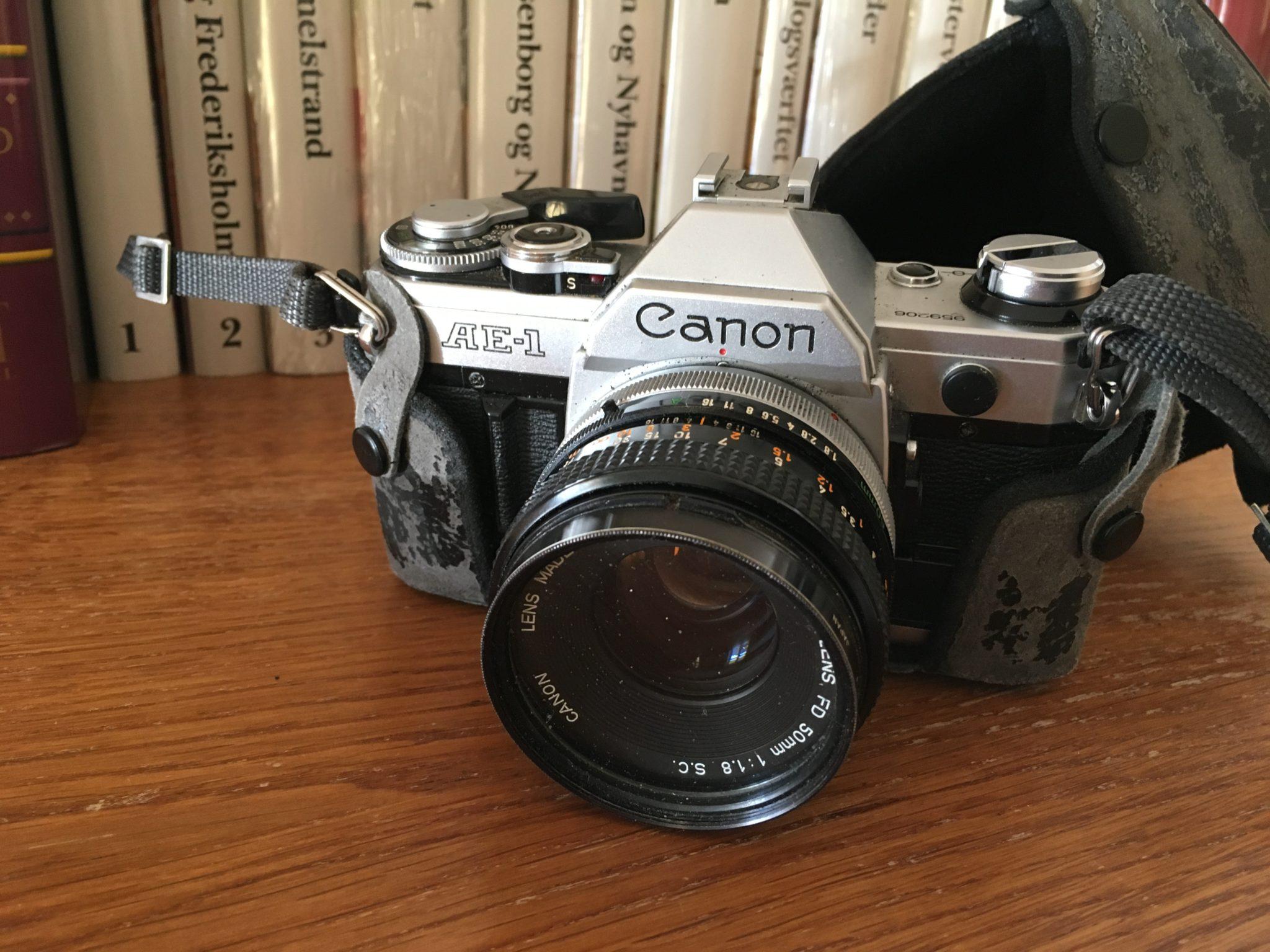 Canon AE-1, pris 300 kr