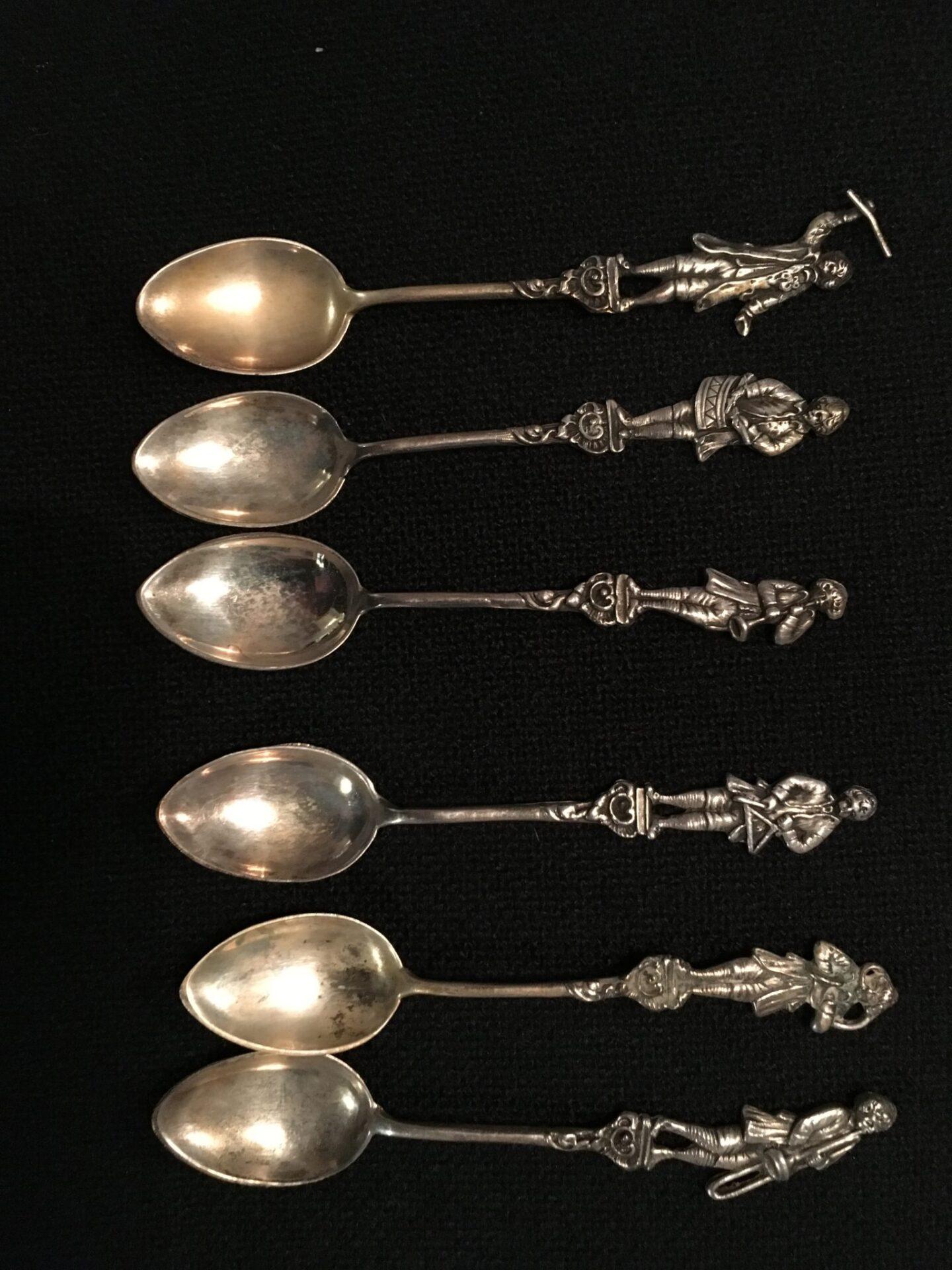 6 stk sølv teskeer med musikanter pris i alt  350 kr