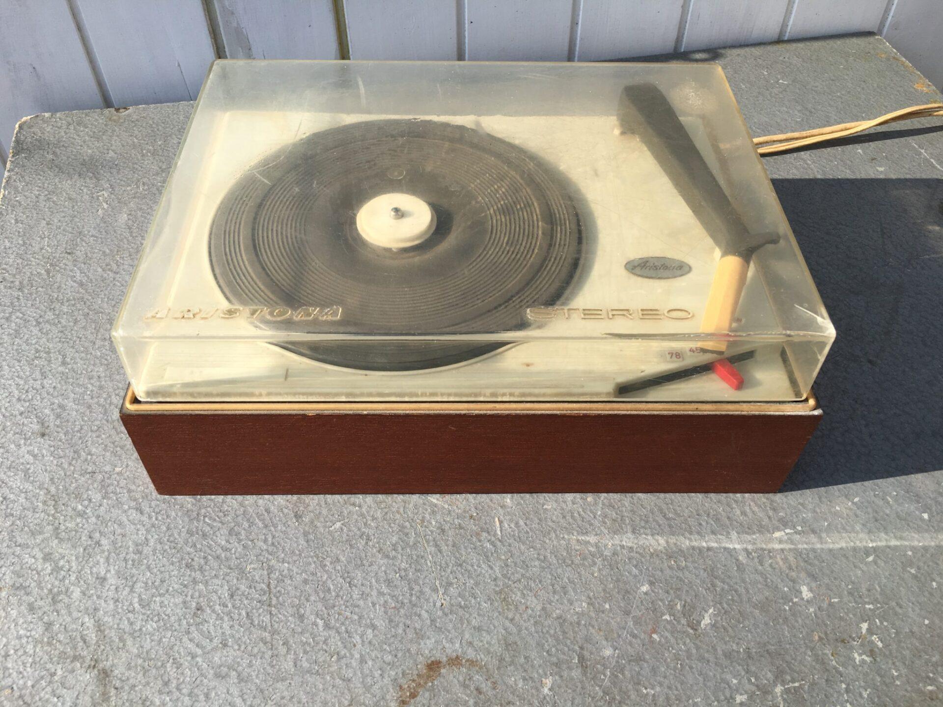Aristona grammofon, 200 kr
