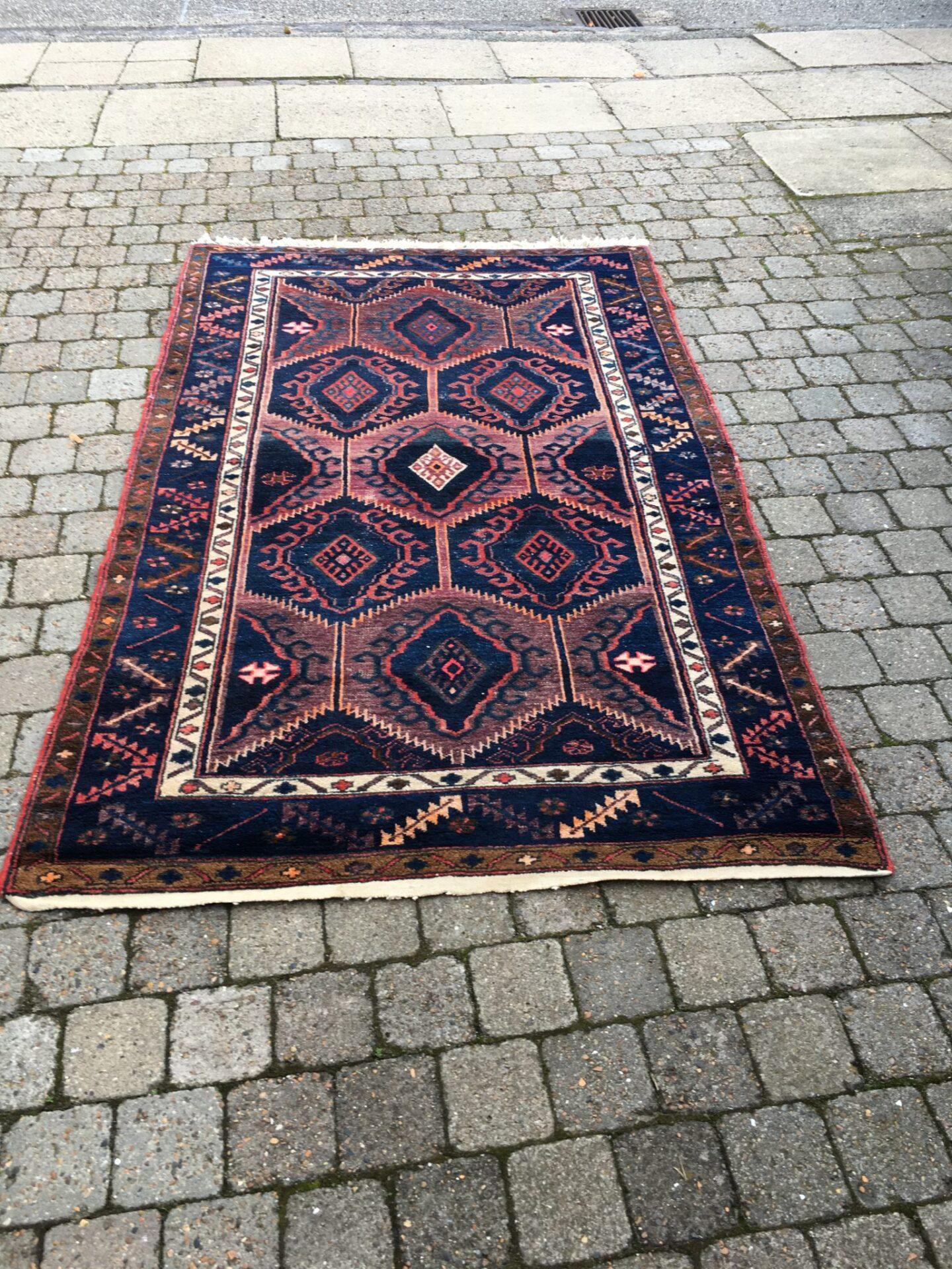 Ægte tæppe, 1,35 x 2,15 m, pris 1200 kr.