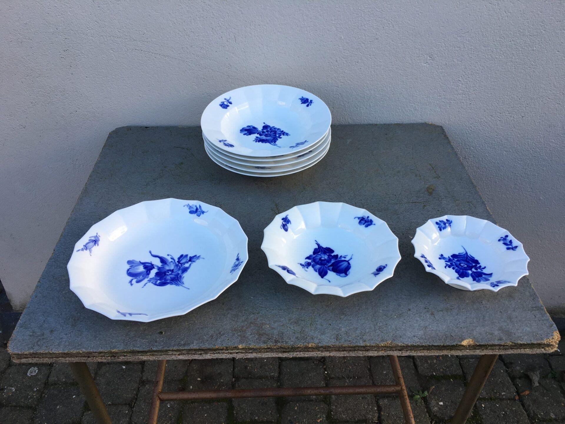 Blå Blomst kantet, Kongelig porcelæn, 1. sortering