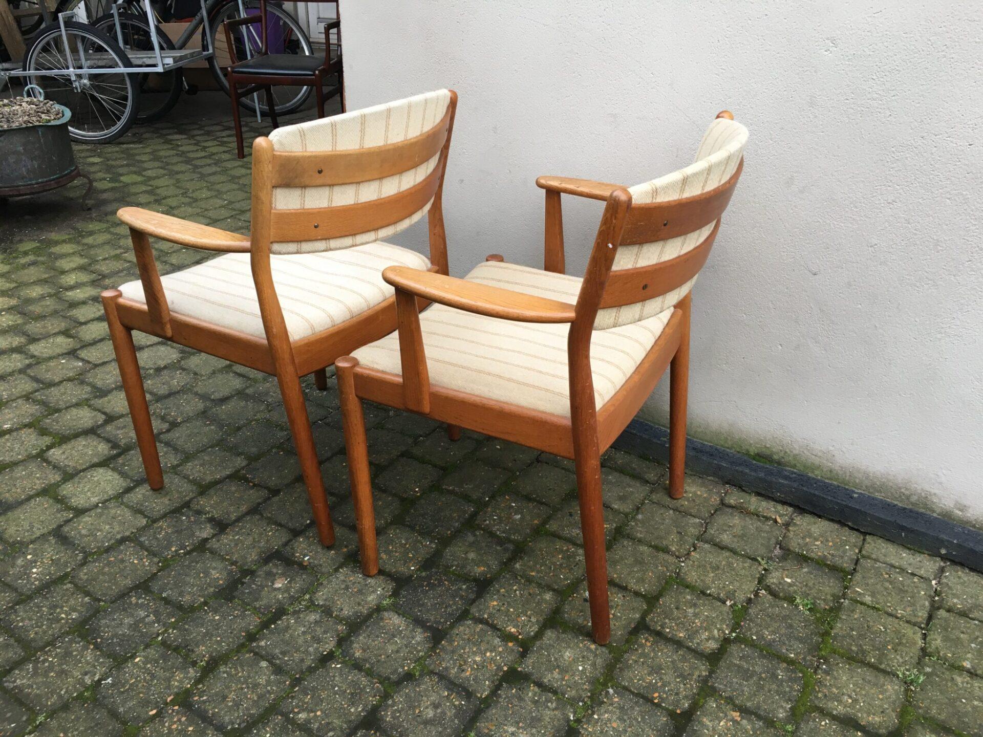FDB stole; Jørgen Bækmark, pr. stk 250 kr
