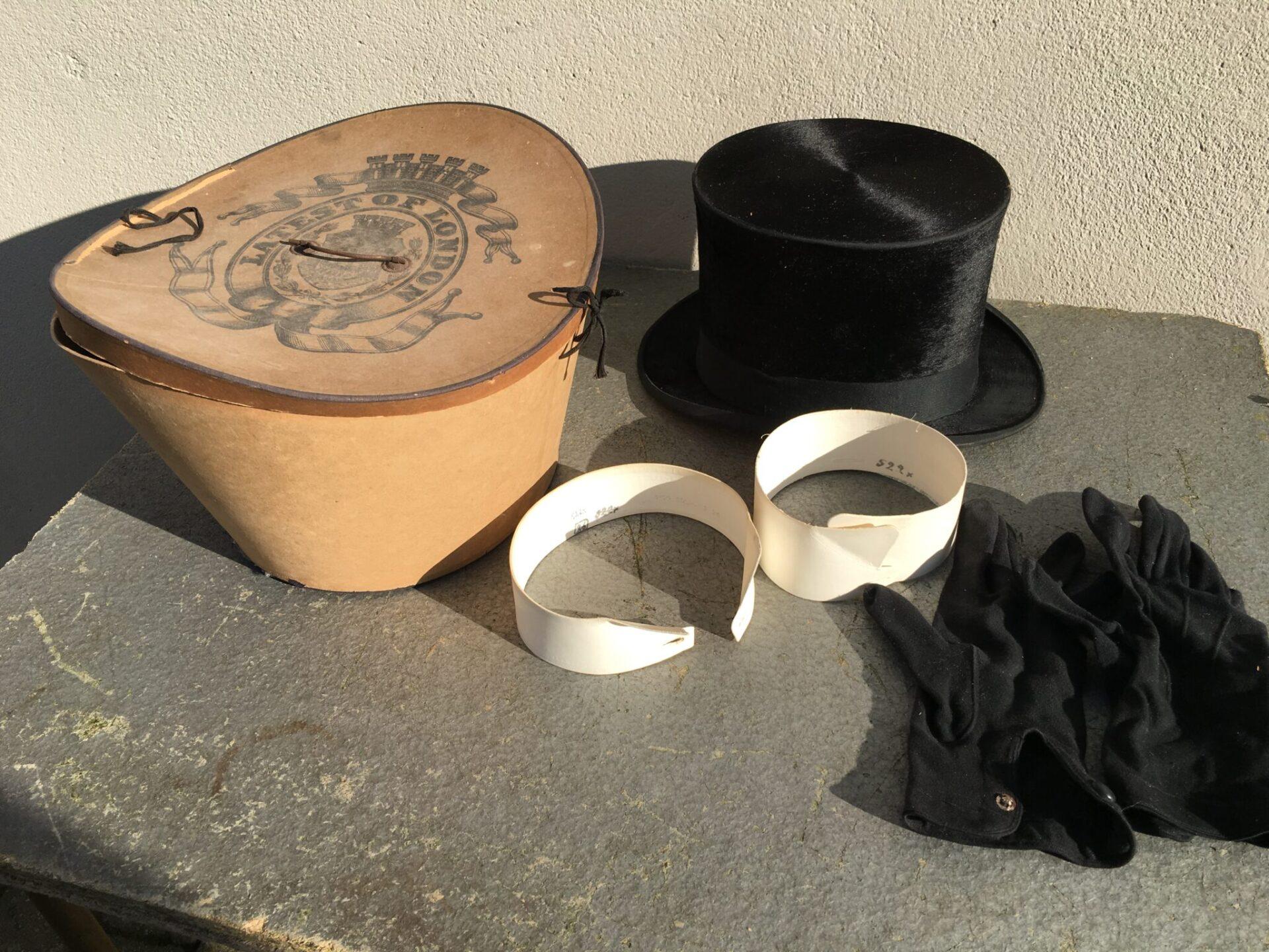 Høj hat (lille str) + knækflip og handsker i alt 300 kr