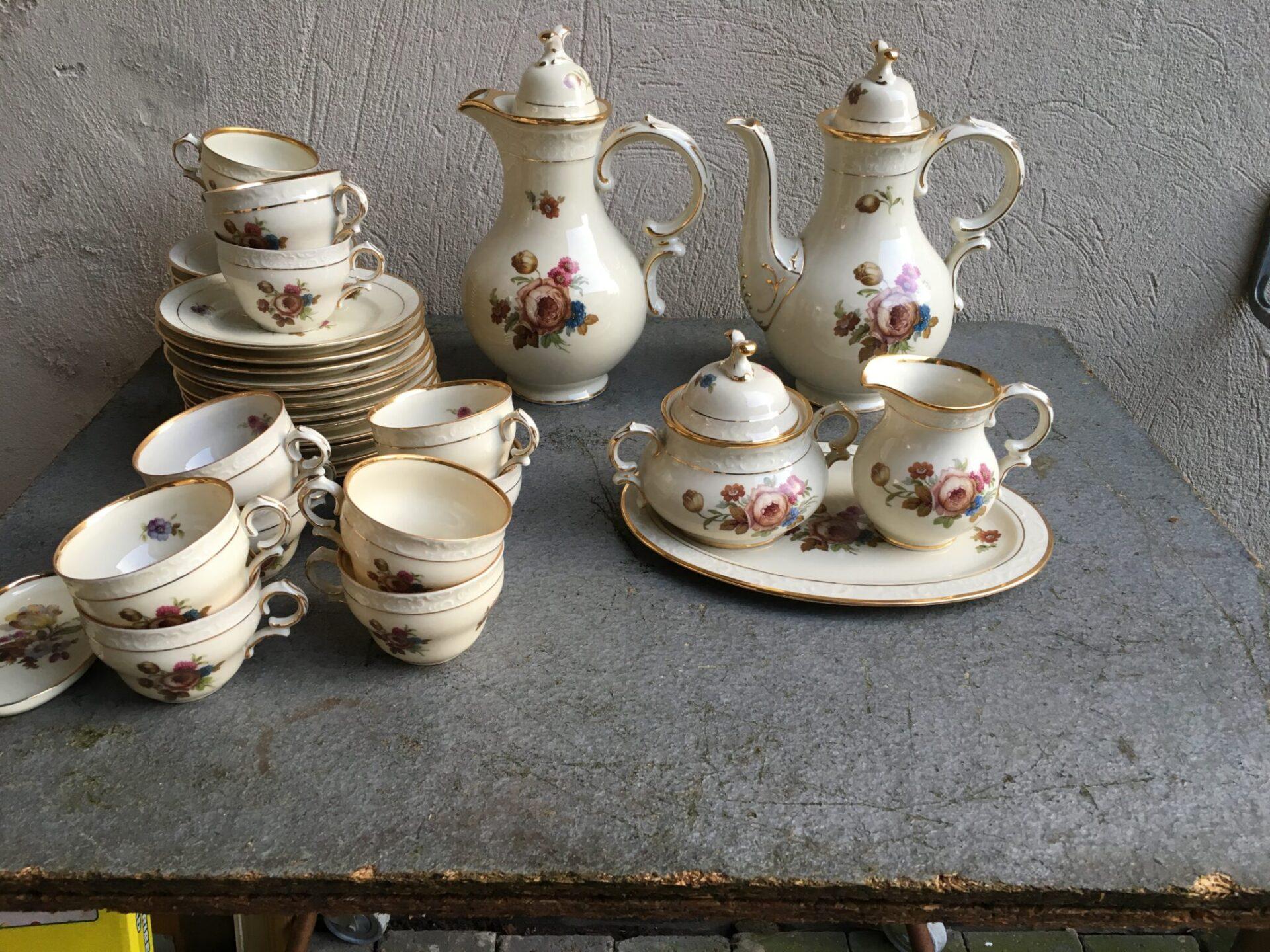 12-personers kaffestel, Rosenborg, velholdt, i alt 400 kr