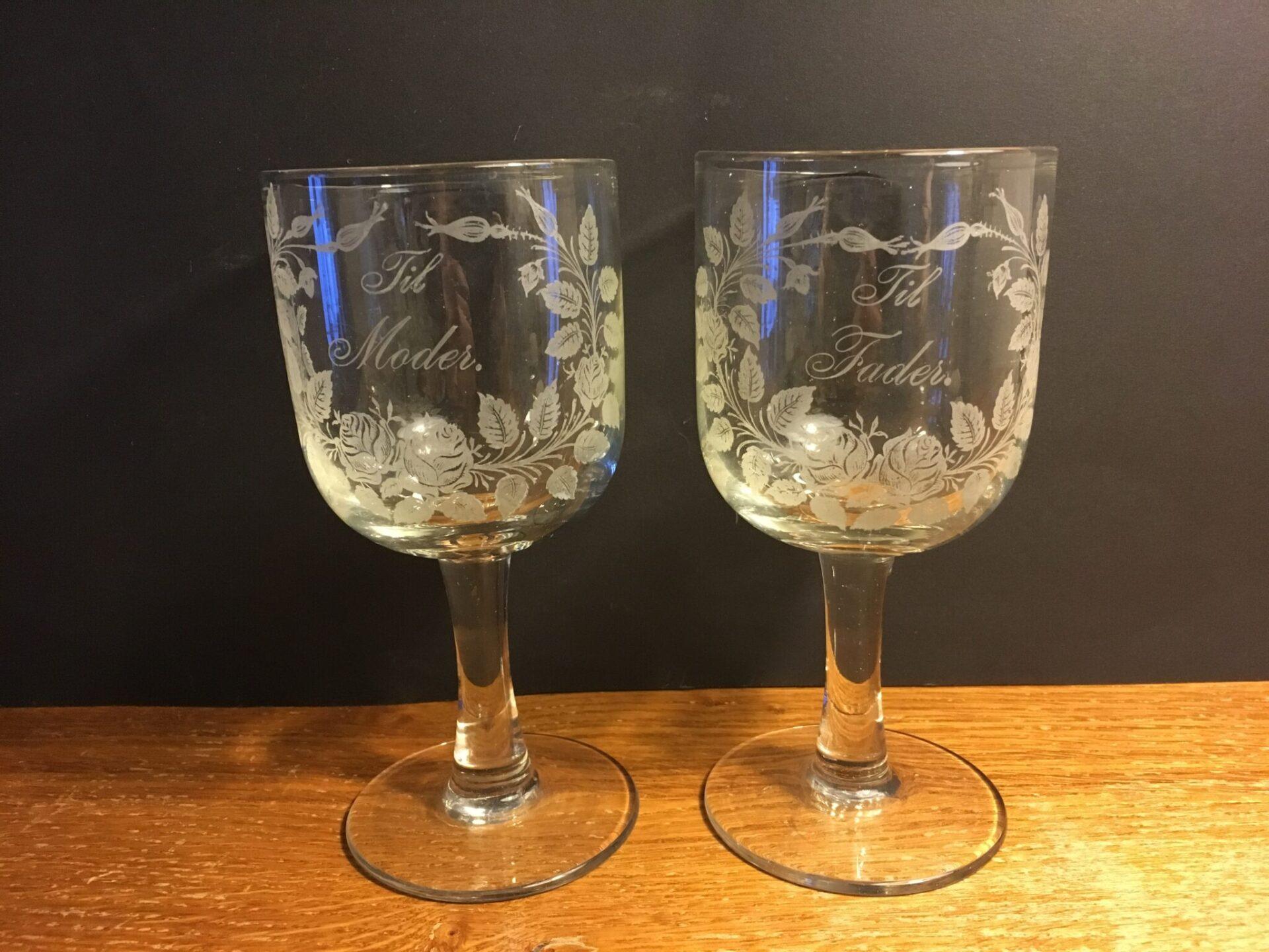 2 stk antikke erindringsglas ial 600 kr