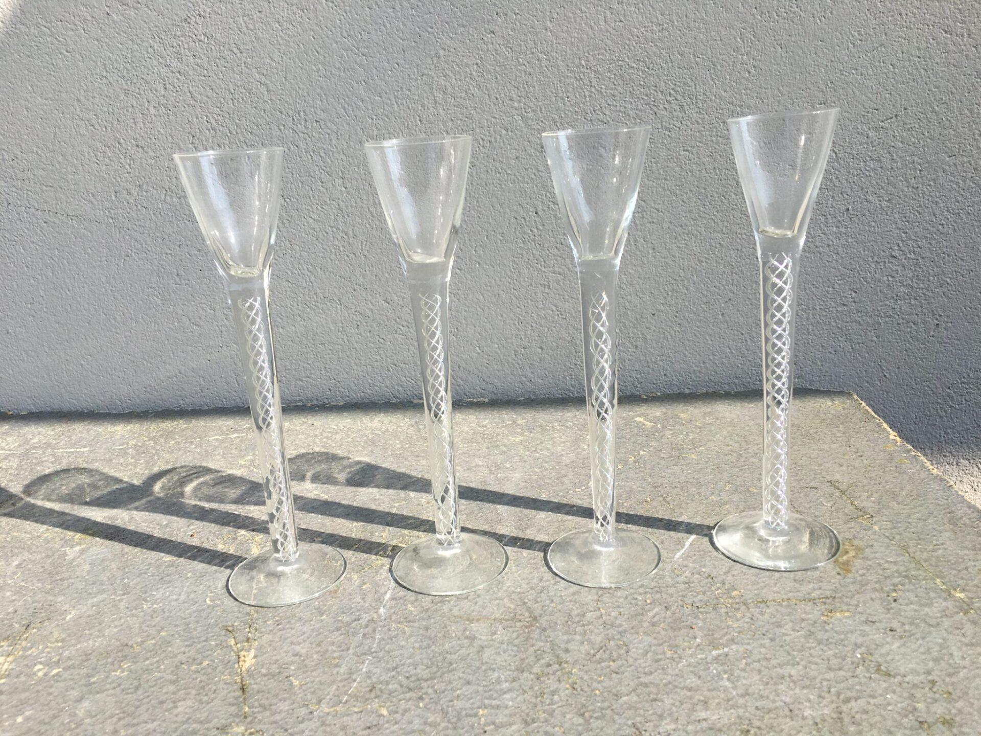 Antikke snapseglas fra Holmegaard Glasværk (nr 55), pr. stk 250 kr