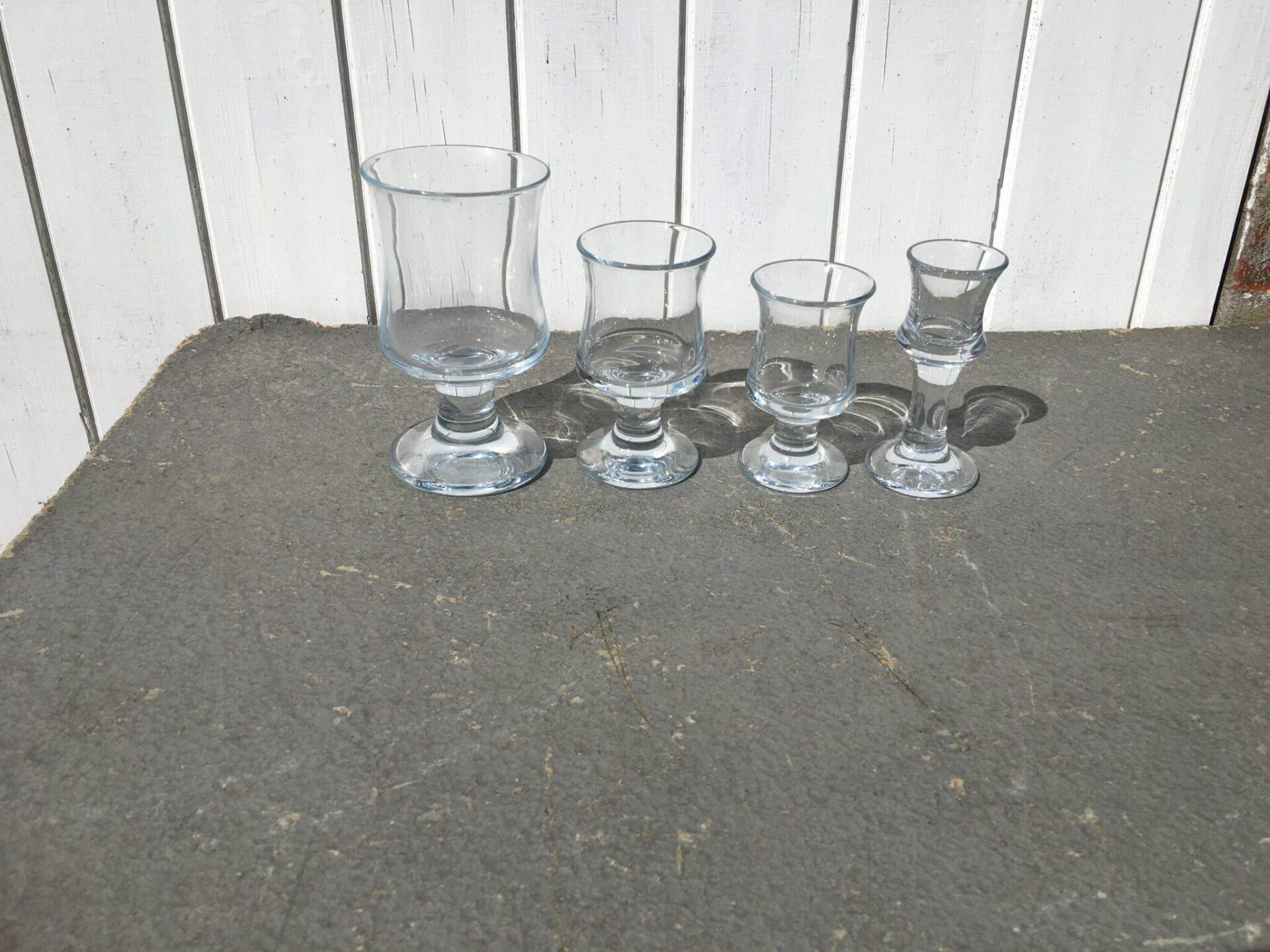 Holmegaard, Skibsglas, pr. stk 30 kr. Velholdte