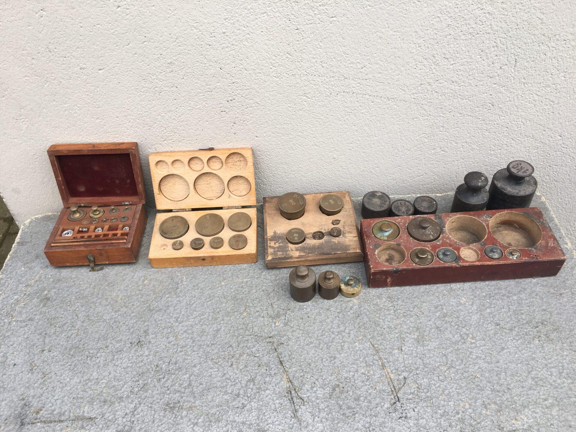 samling gamle vægtlodder i alt 500 kr