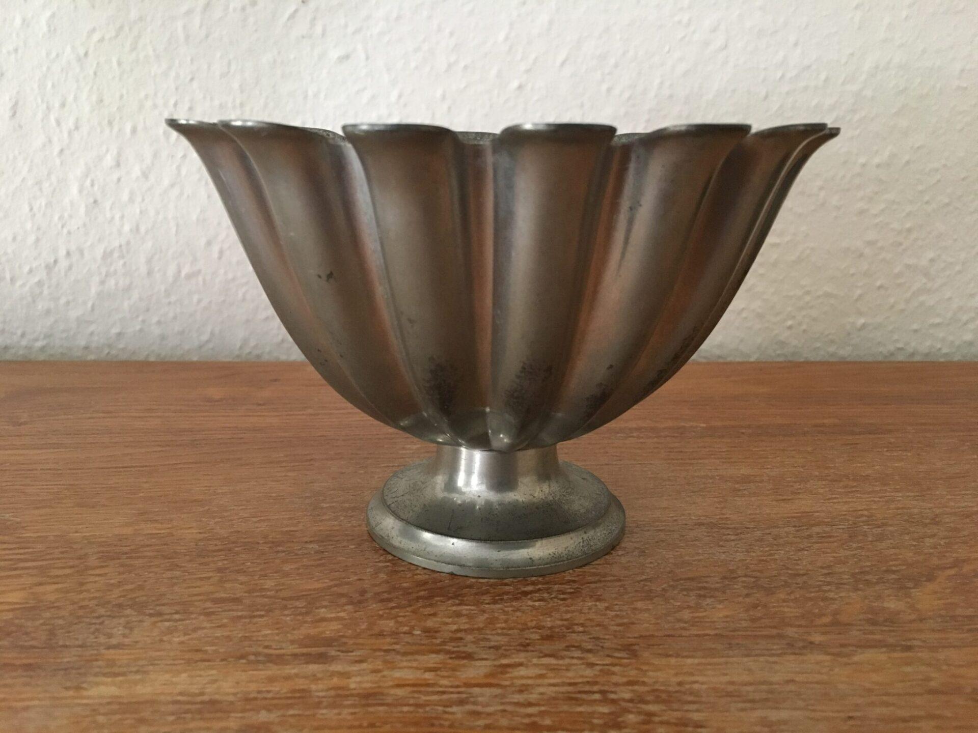Just A. tinskål nr. 1228, ca 1920. Pris 400 kr