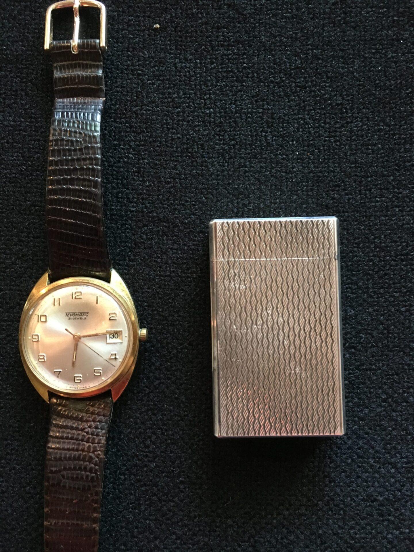 Retro armbåndsur og lighter