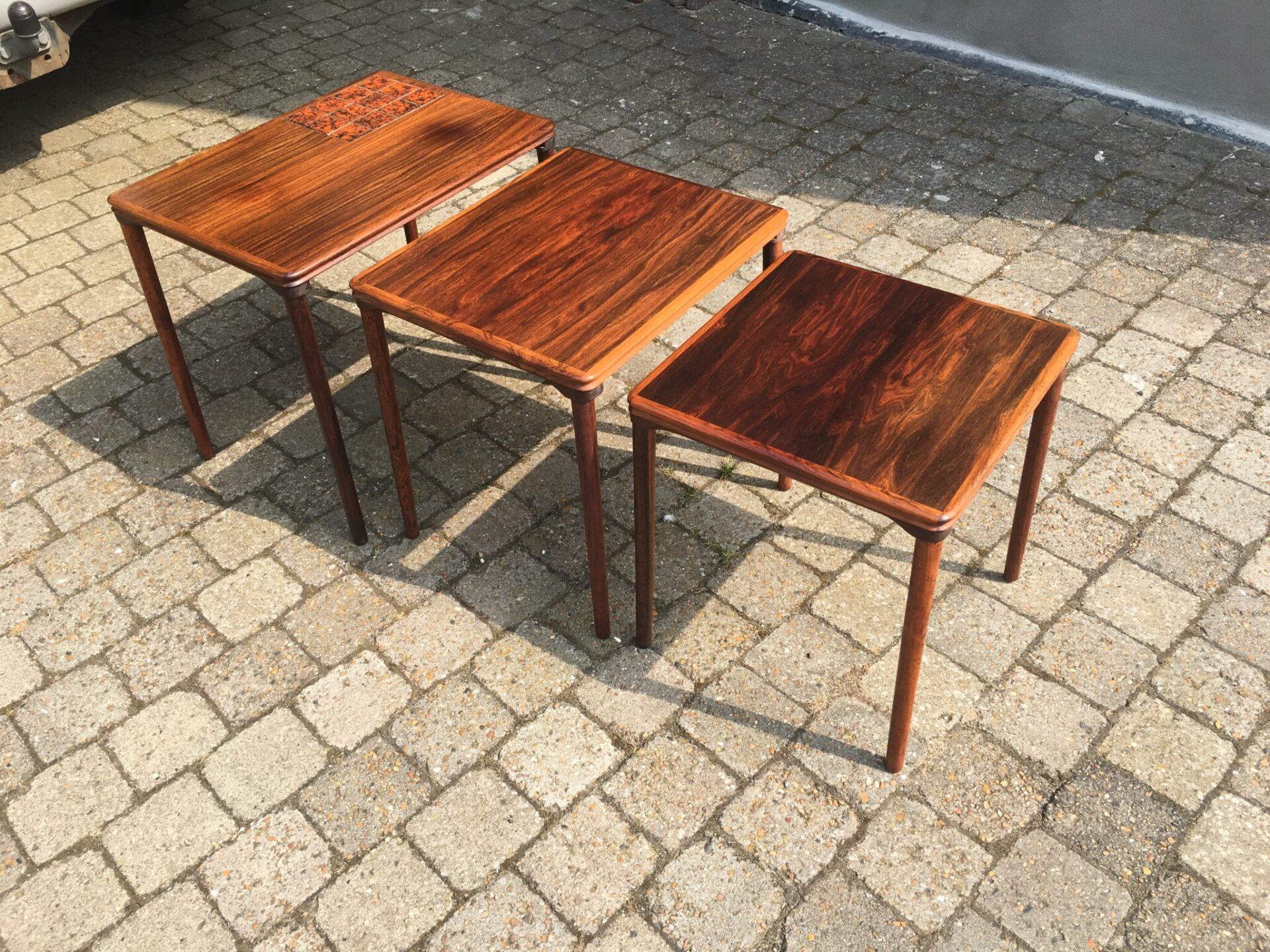 3stk velholdte retro  indskudsborde af palisandertræ, i alt 1500kr