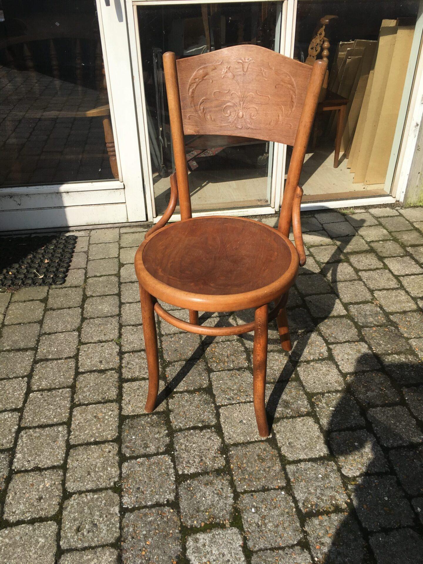 1 stk Thonet stol, pris 200 kr