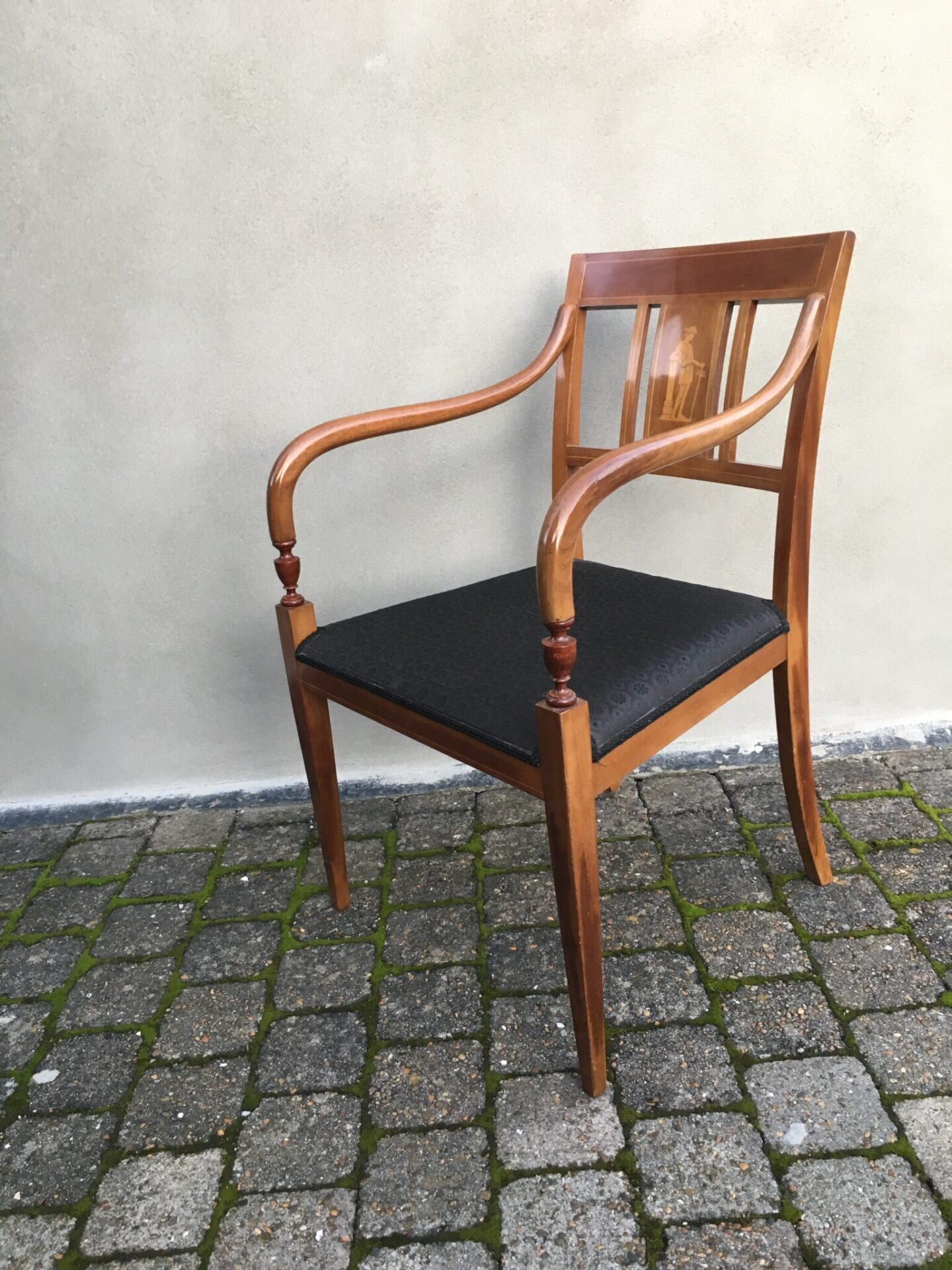 Meget velholdt empire armstol fra ca. 1920, Mahogni,sæde betrukket med Hestehårsdækken, pris 1500