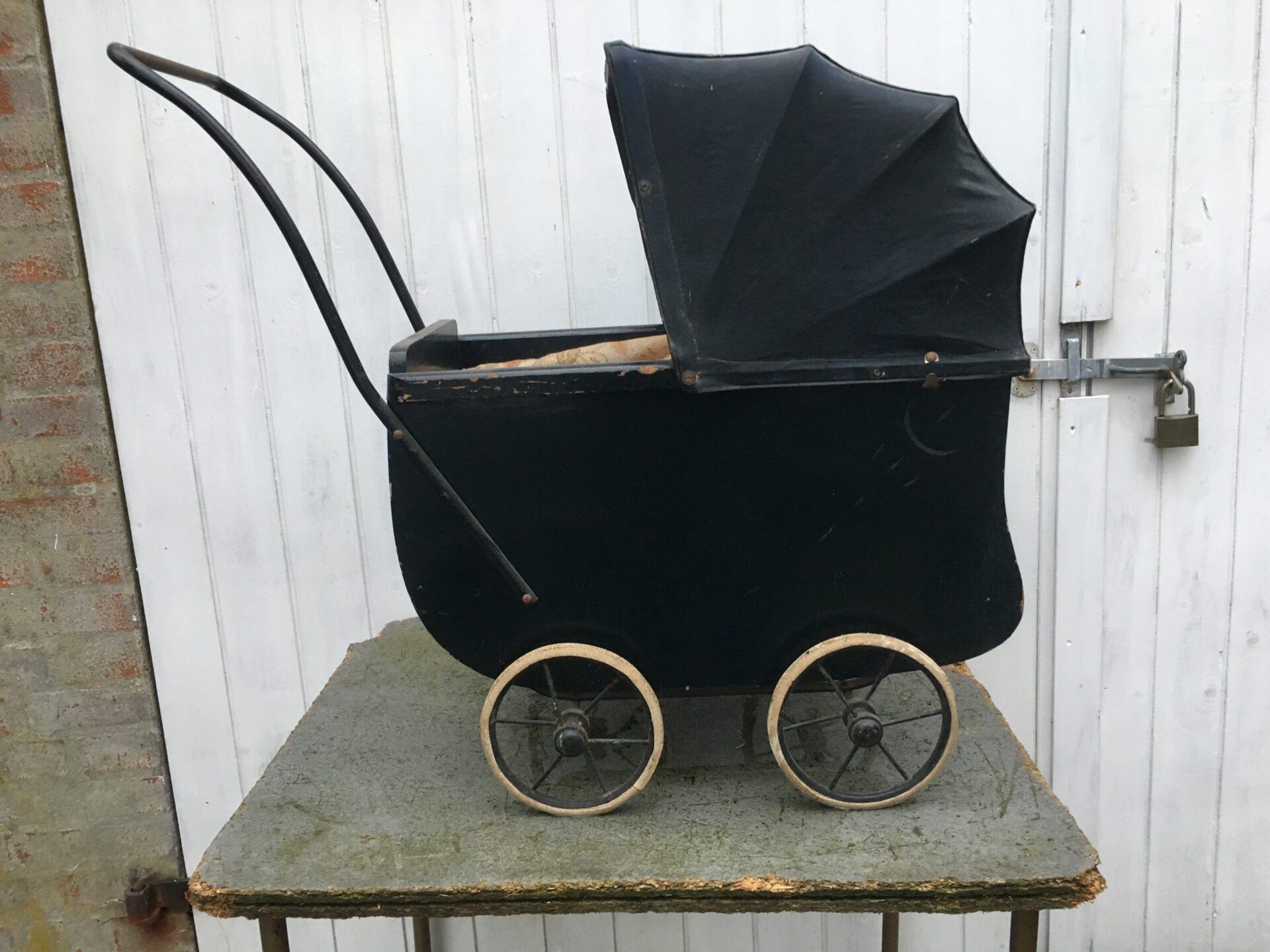 Antik dukkevogn, 200 kr