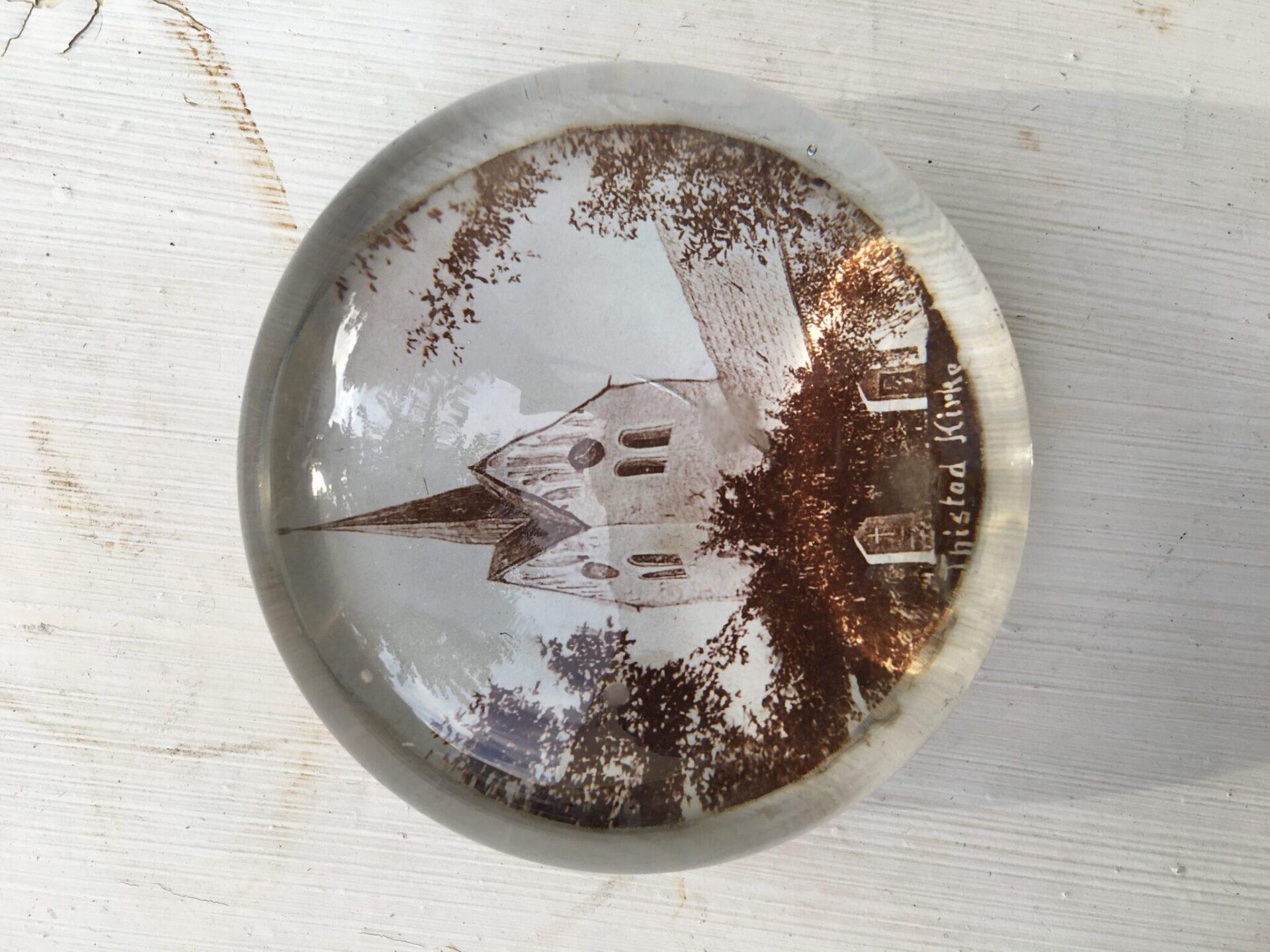 Gammel brevpresse af glas, Thisted Kirke, pris 150 kr