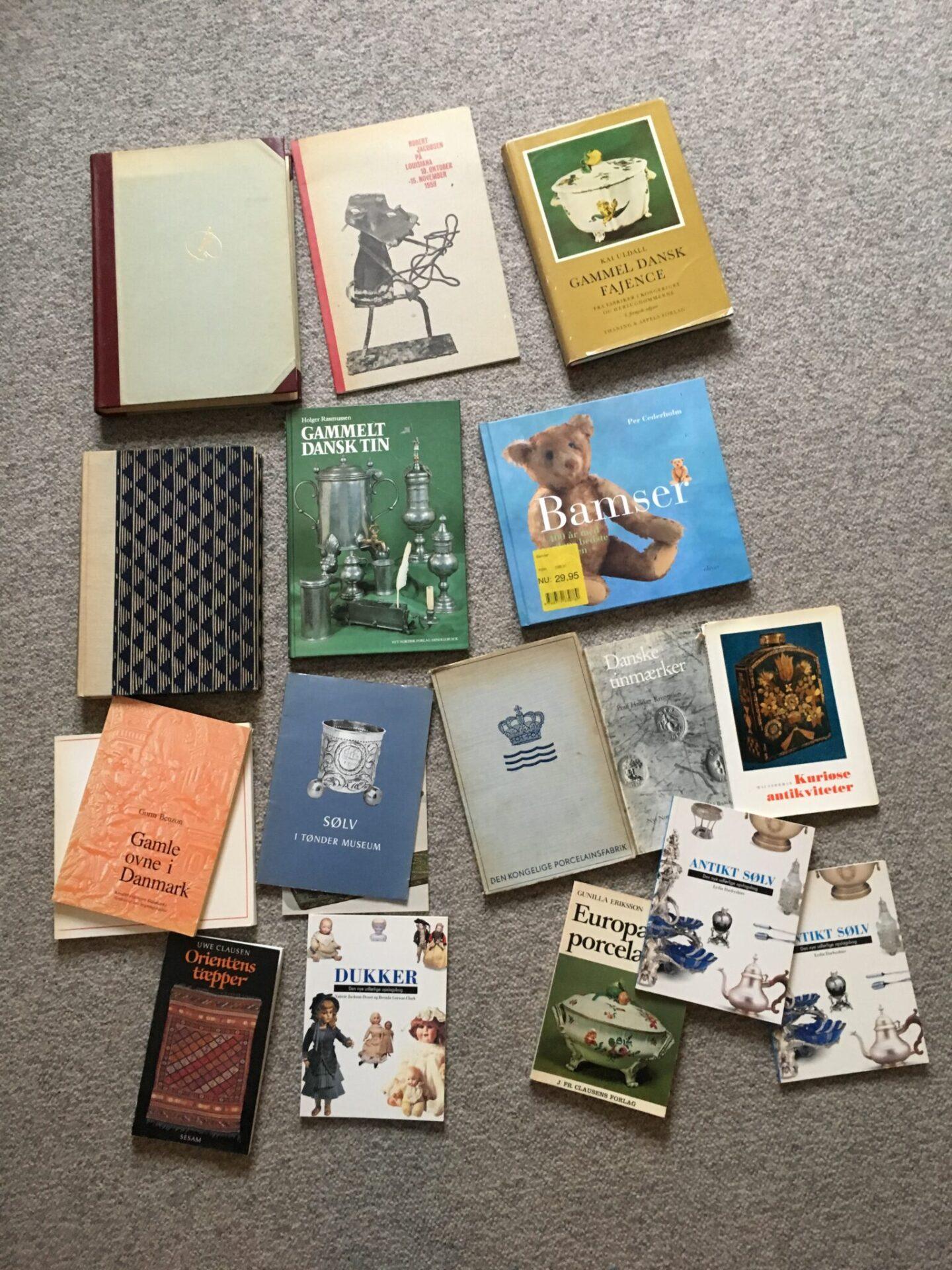 Bogudsalg: 18 stk bøger om kunst og antikviteter kan afhentes for 200 kr.