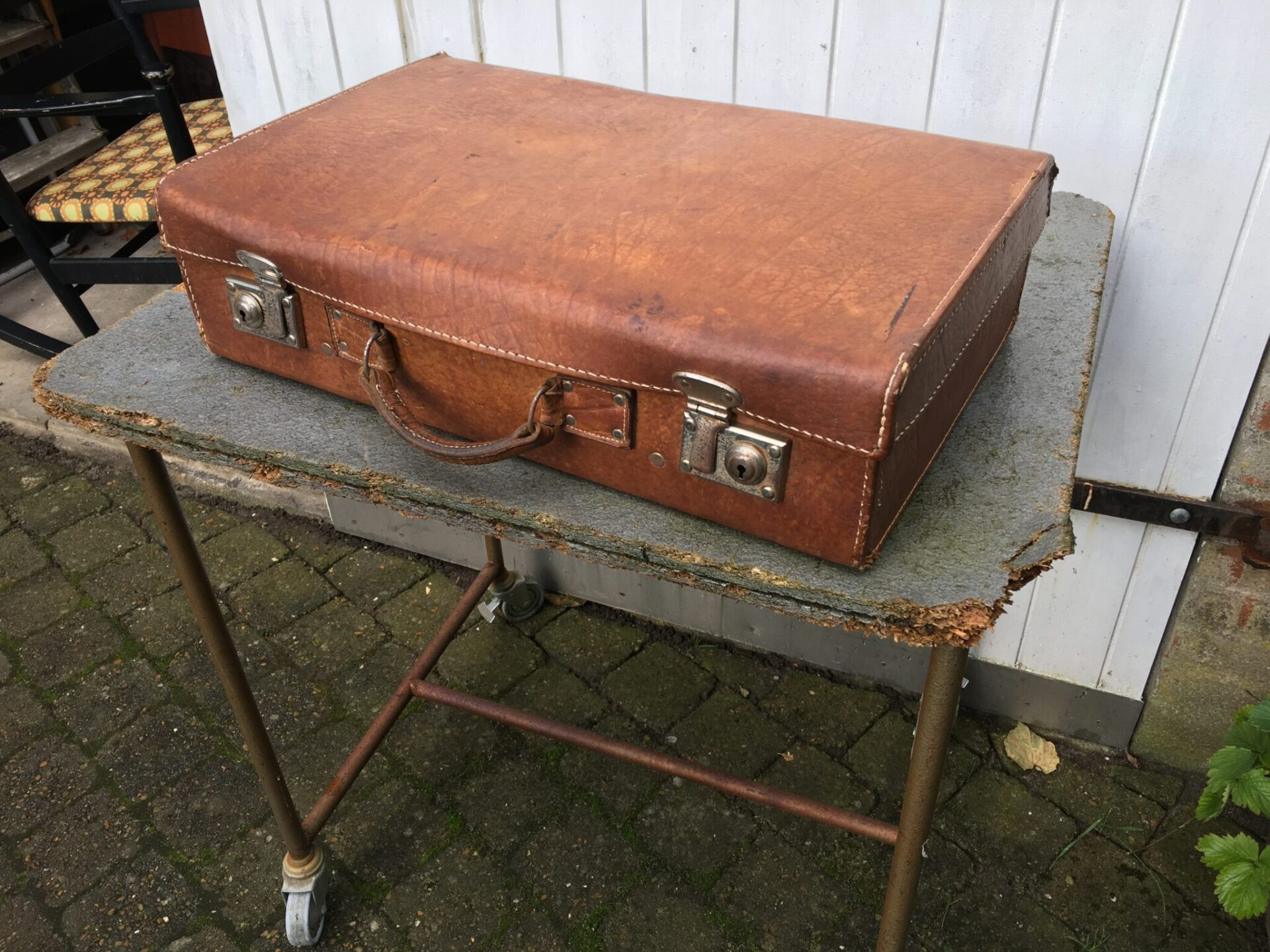 retro læderkuffert, pris 200 kr