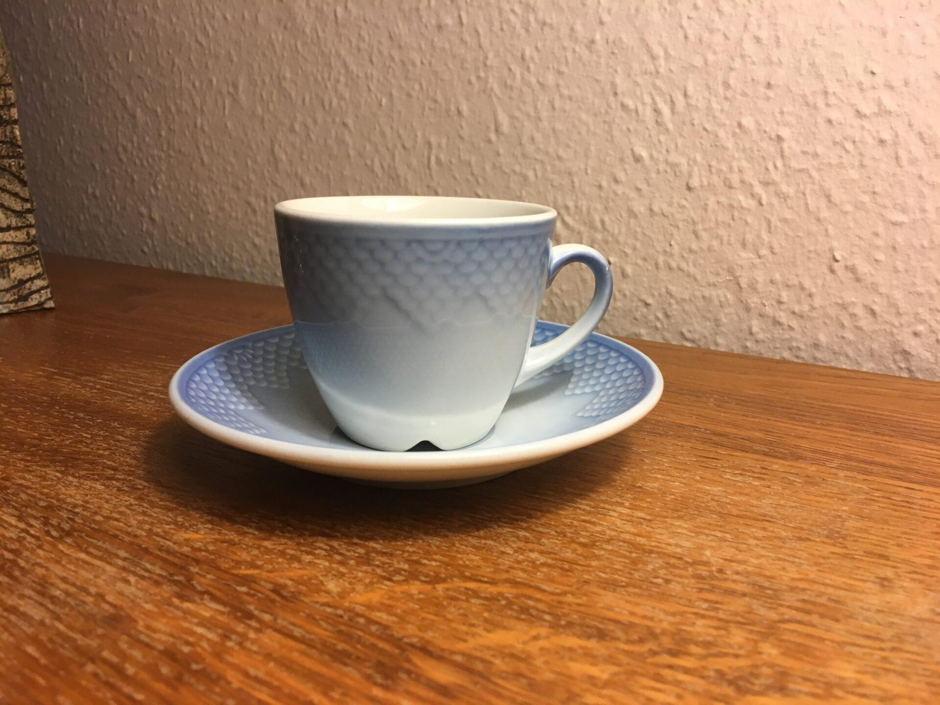 Blå tone, hotelporcelæn,kaffekopper nr 744, pris pr. sæt 40 kr (ca 40 sæt på lager)