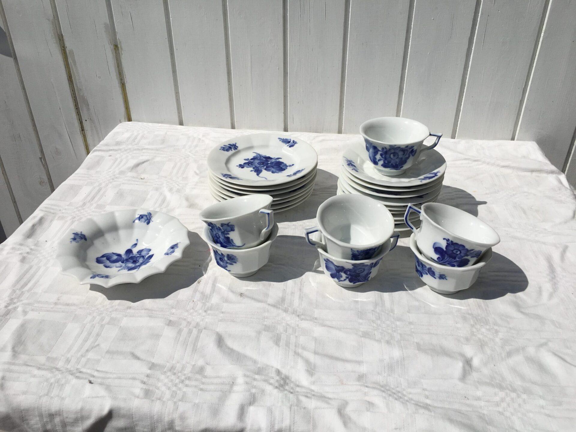 Blå Blomst kantet 150 kr