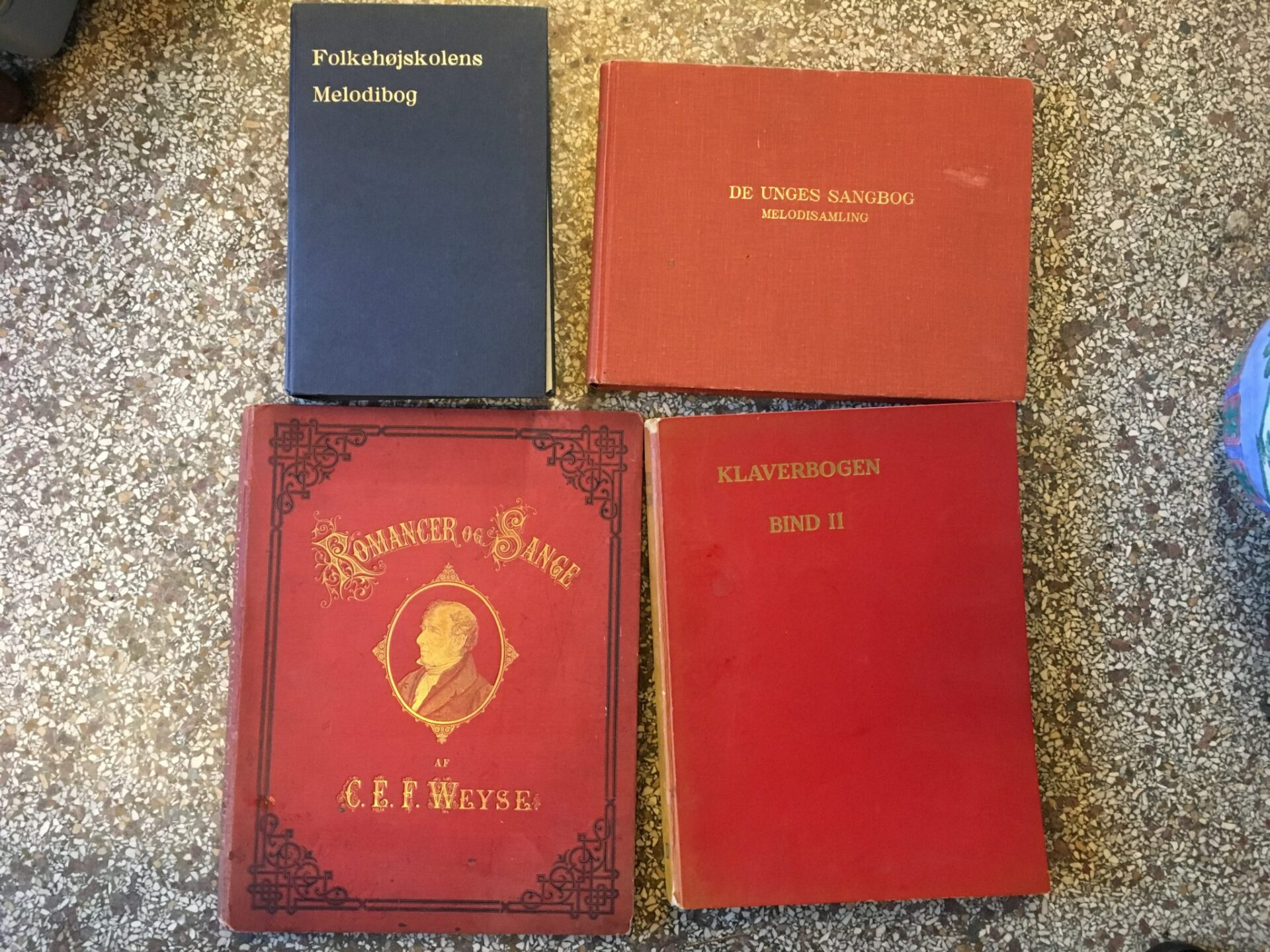 Kasse med forskellige nodeblade/bøger bl.a. de 4 viste. Samlet pris 100 kr