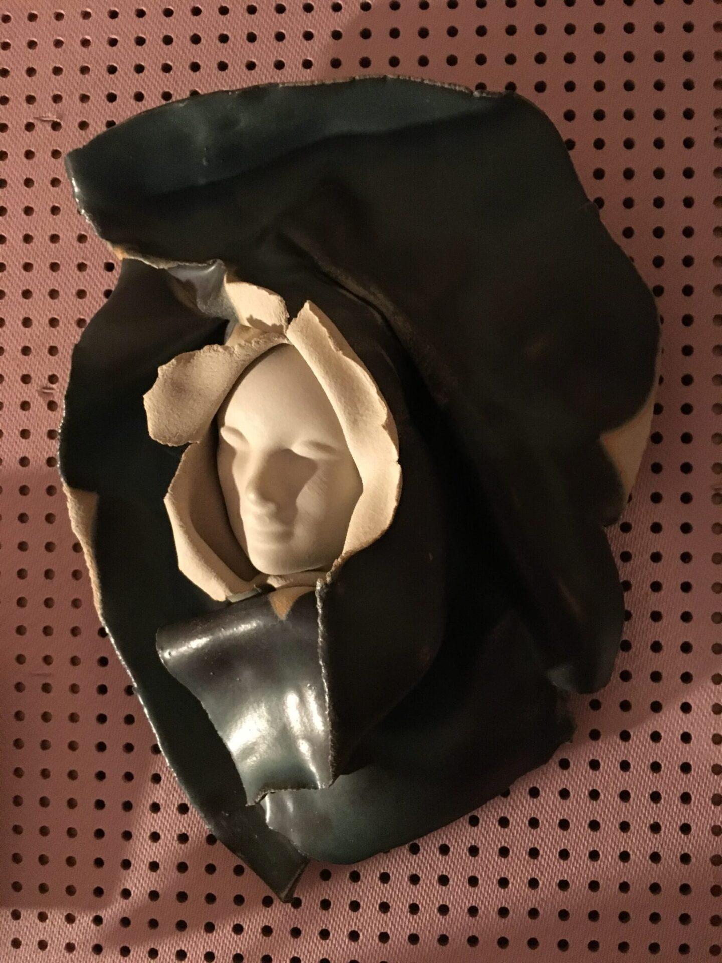 Ivan Boytler, maskeskulptur, keramik, pris 300 kr