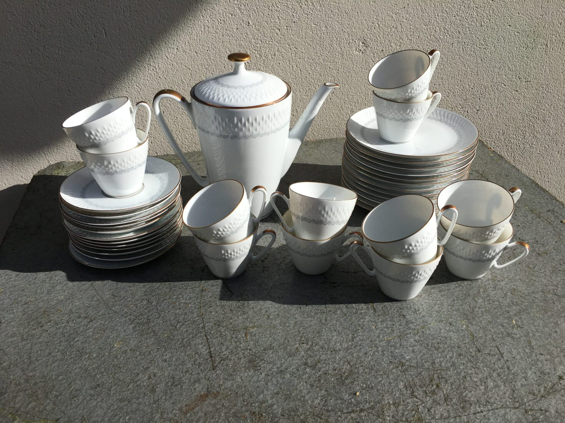 12-personer kaffestel, Edelstein, velholdt, ialt 300 kr