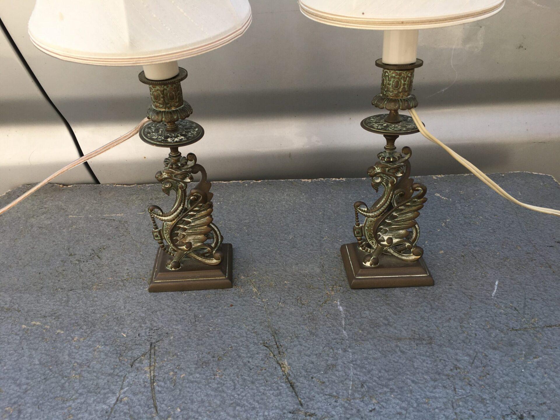 2 stk bordlamper, bronze, i form af en Grif. 2 stk 400 kr.