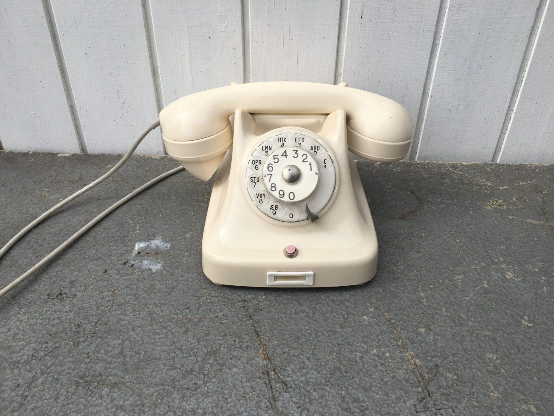 retro telefon fra Kristian Kirks Telefonfabrikker, pris 250 kr