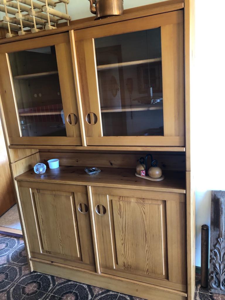 moderne vitrineskab af oregon pine, pris 1000 (ny pris ca 10.000)