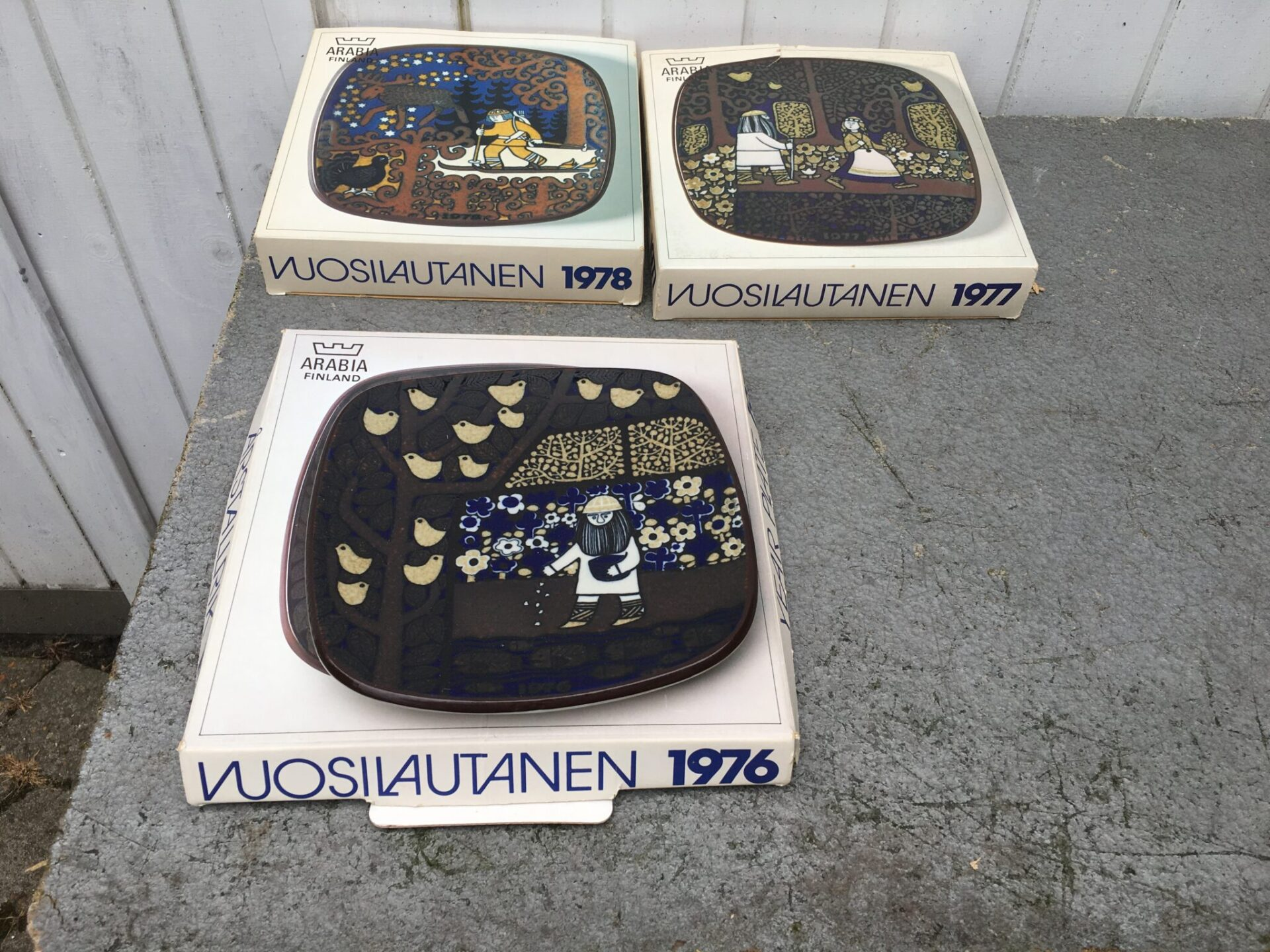 Arabia, Finland, årstallekner pr. stk 100 kr. (1976 er solgt)
