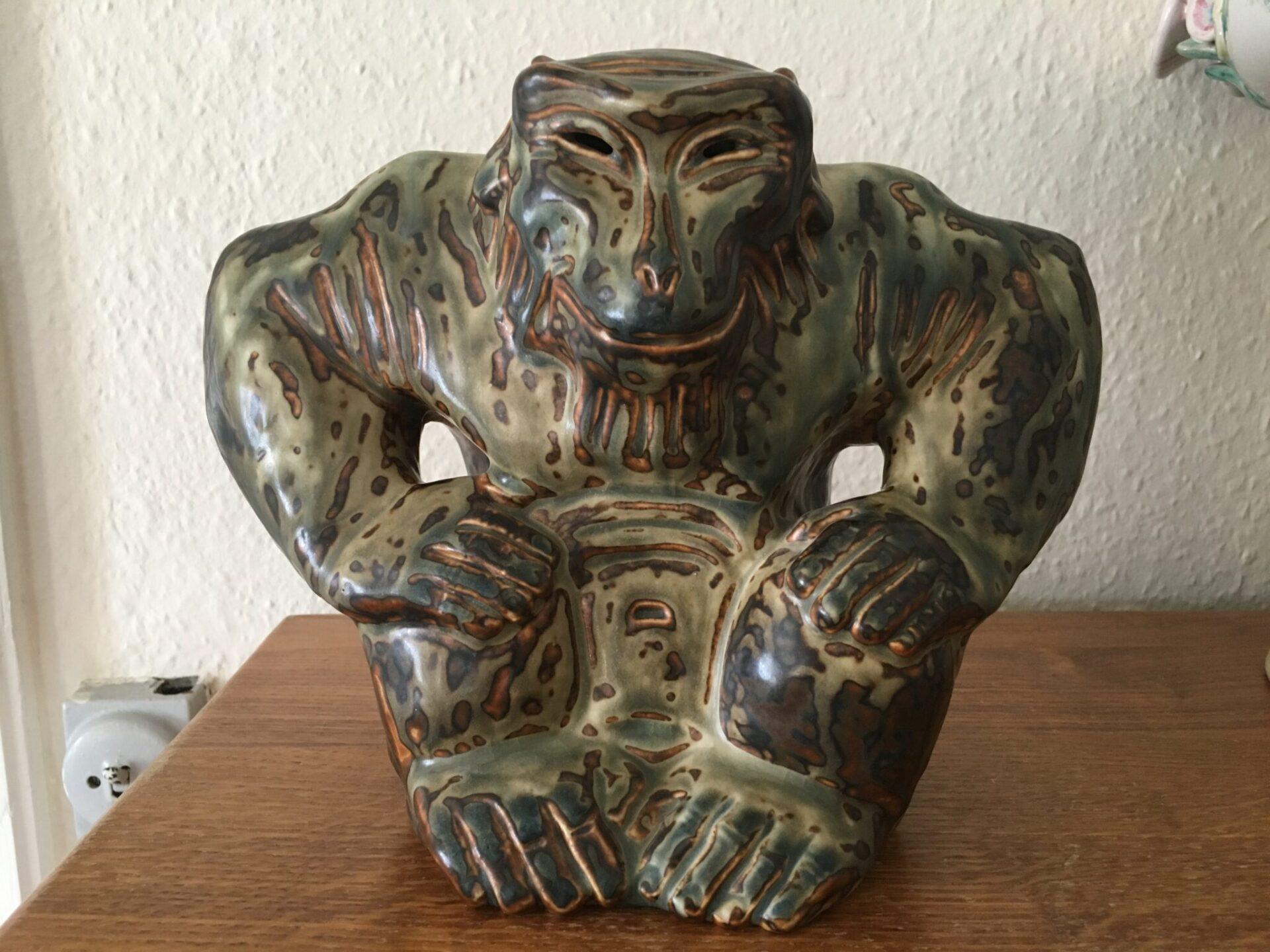 Knud Kyhn, Kongelig stentøj, nr. 20142, 1. sortering, Sungglasur. Pris 2000 kr