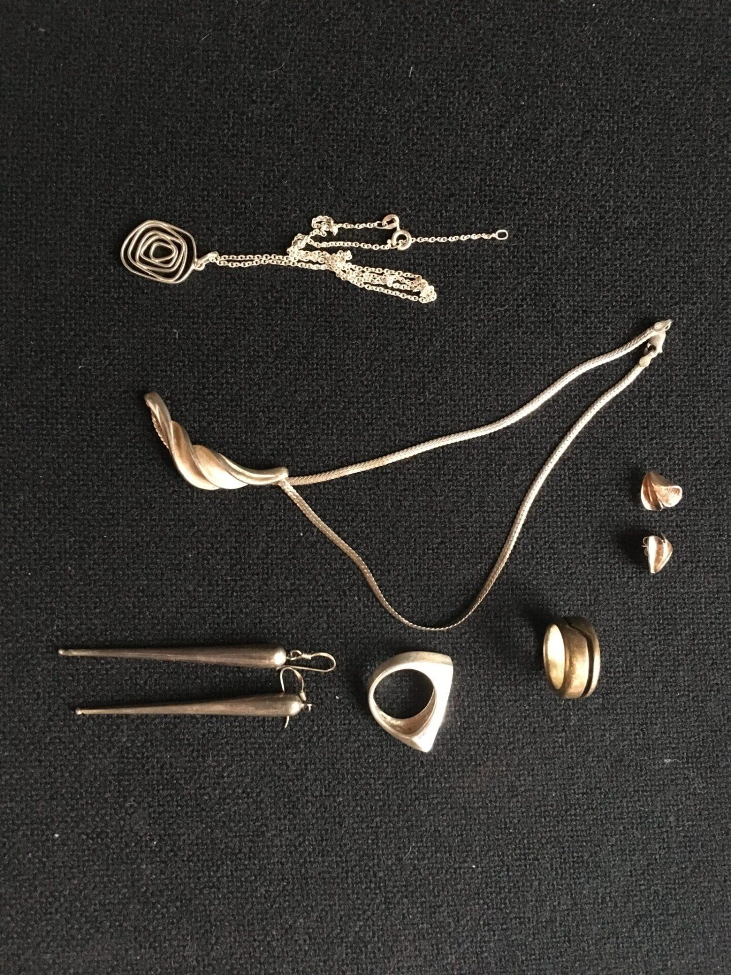 Diverse retro smykker af Sterling sølv pr. stk/ sæt 150 kr