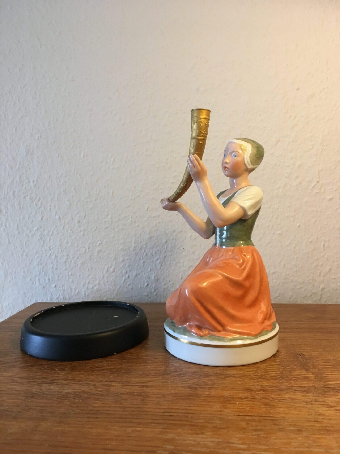 Pigen med Guldhornet, Kongelig porcelæn, overglasur, 1. sortering, fejlfri, pris 1500 kr (incl. sokk