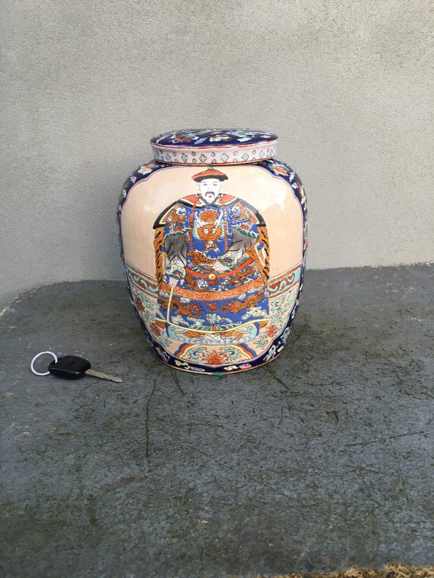 Kinesik bojan, h= 26 cm, pris 500 kr