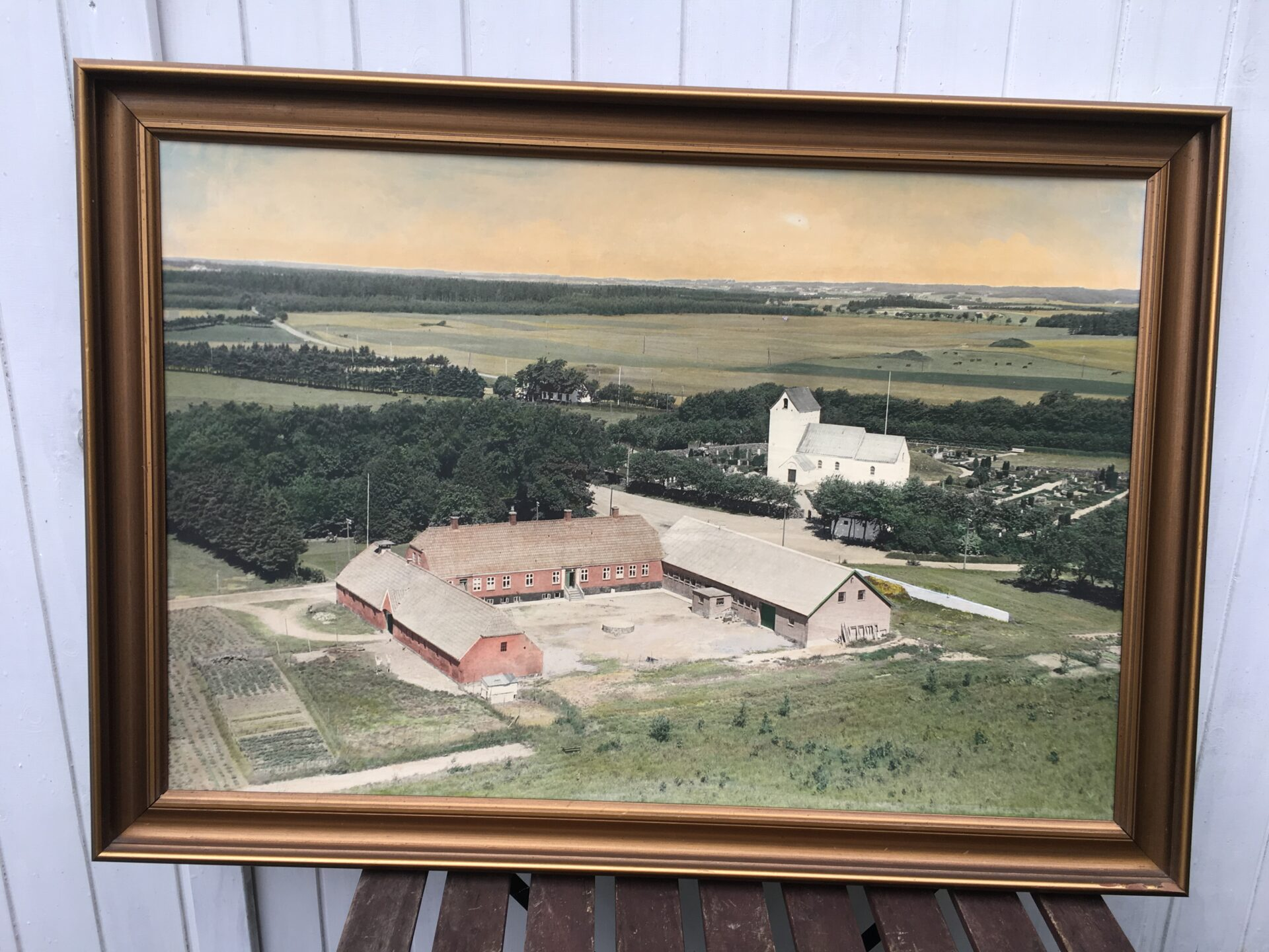 Luftfoto fra ca 1950, Ranbøl Kirke med Randbølgård i forgrunden (gl. Hærvejskro), pris 500 kr