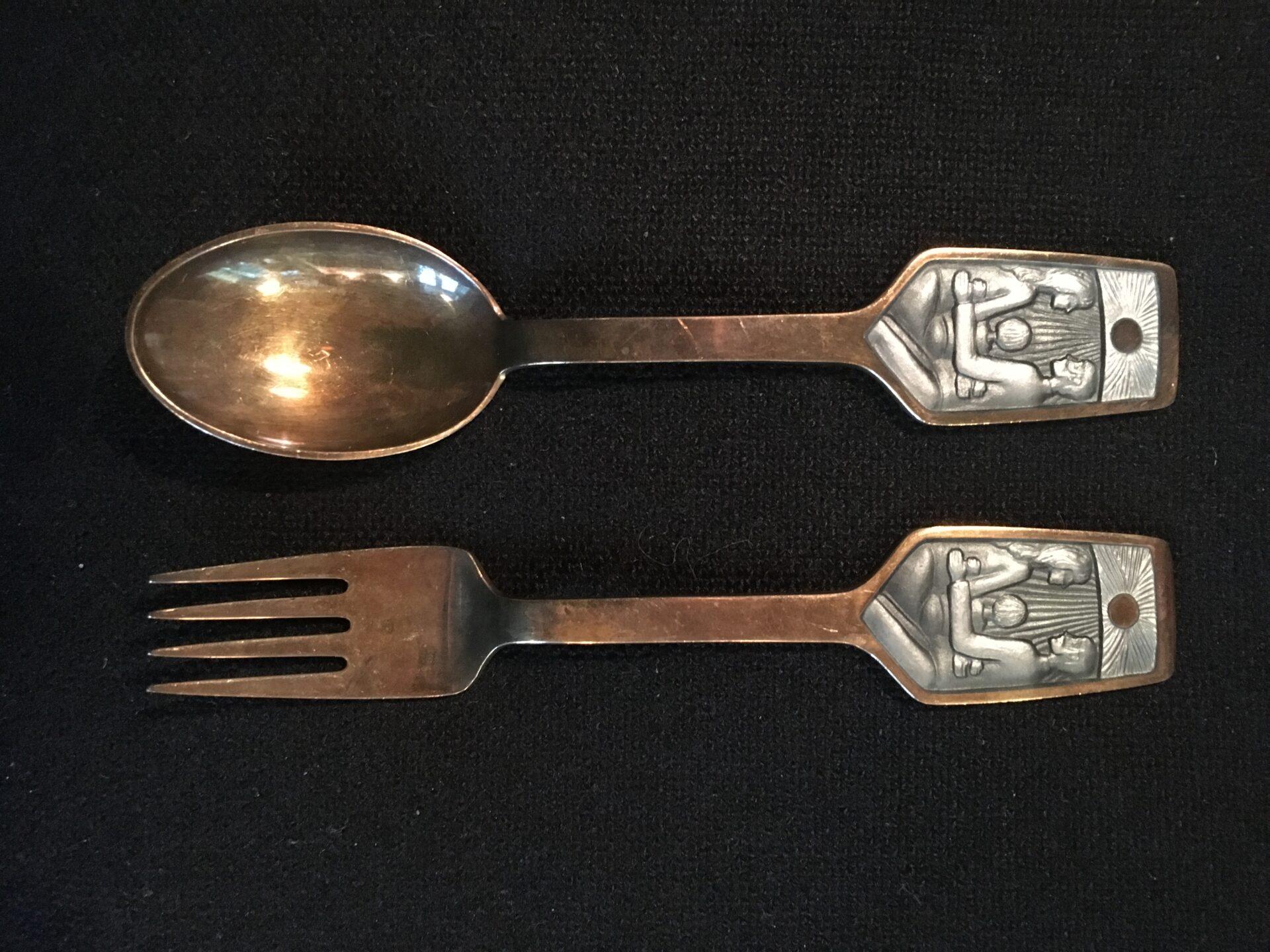 A. Michelse, juleske+gaffel, årg. 73, i alt 500kr (design Ib Spang Olsen)
