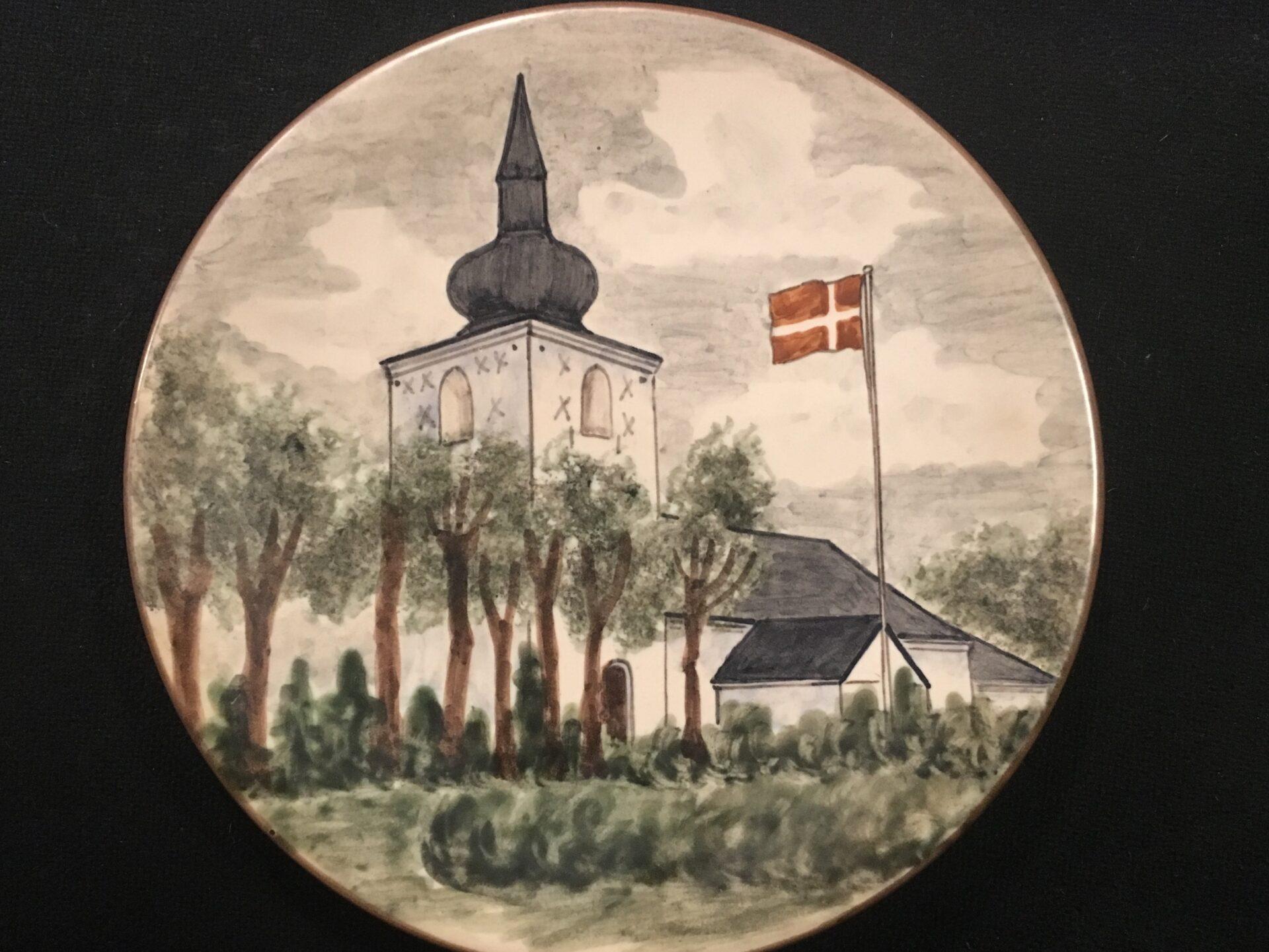 Nørup Kirke, keramikplatte af Emil Ruge, d= 22 cm, pris 150 kr