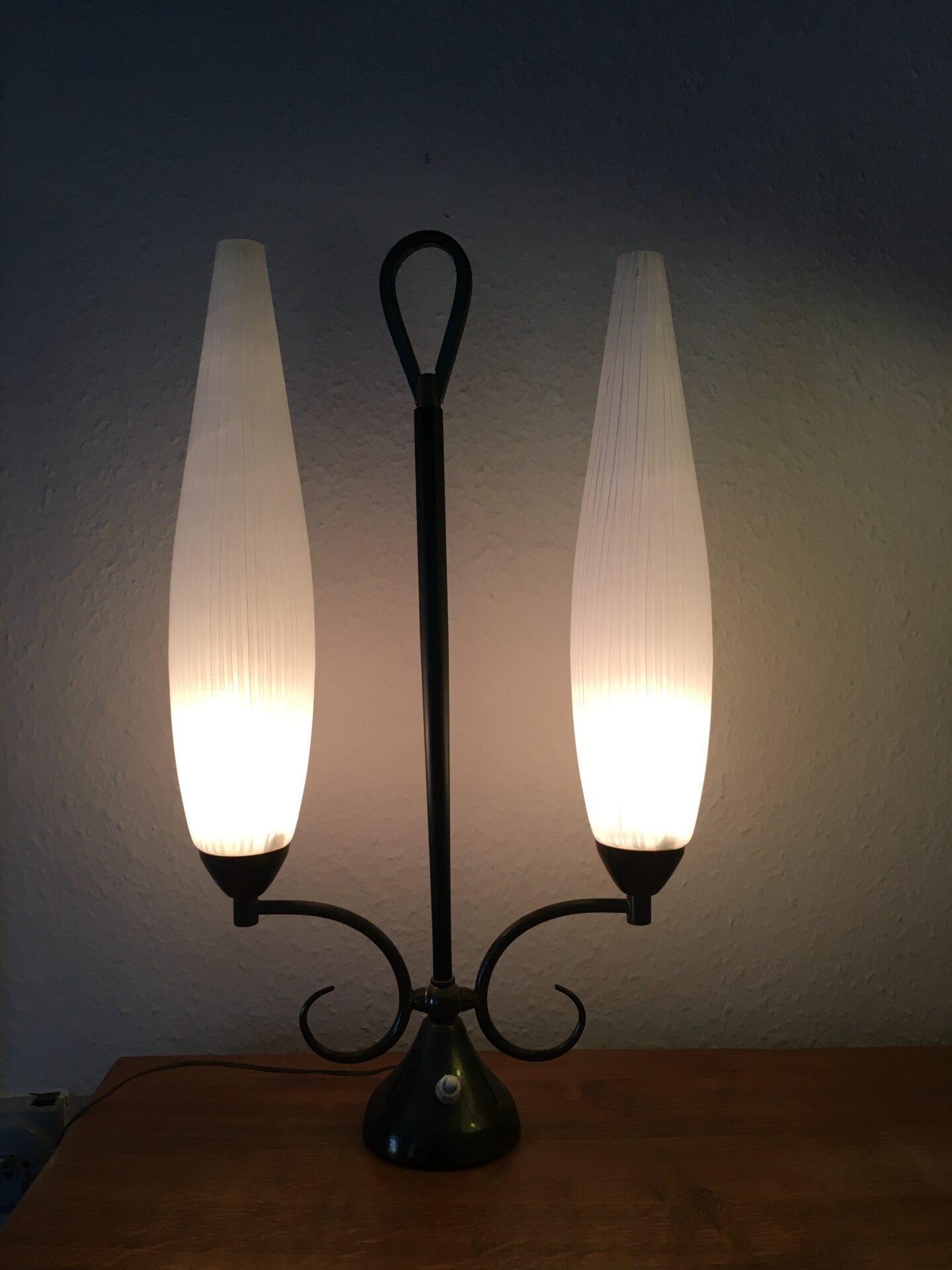 Funkis bordlampe fra 50-erne, h= 50 cm, patineret bronche, pris 800 kr