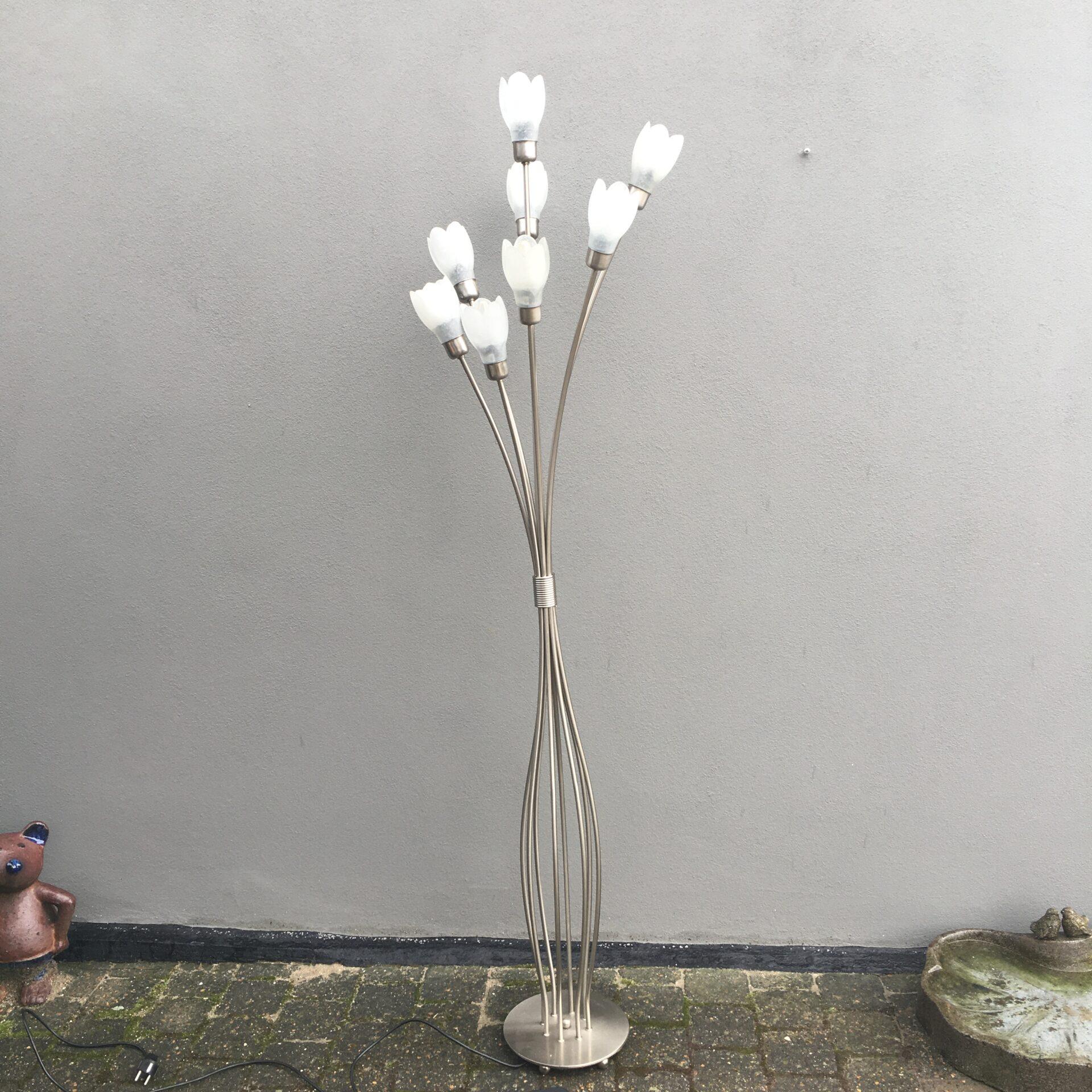 gulvlampe med 8 lysarme, pris 800 kr. NU UDSALG 300kr