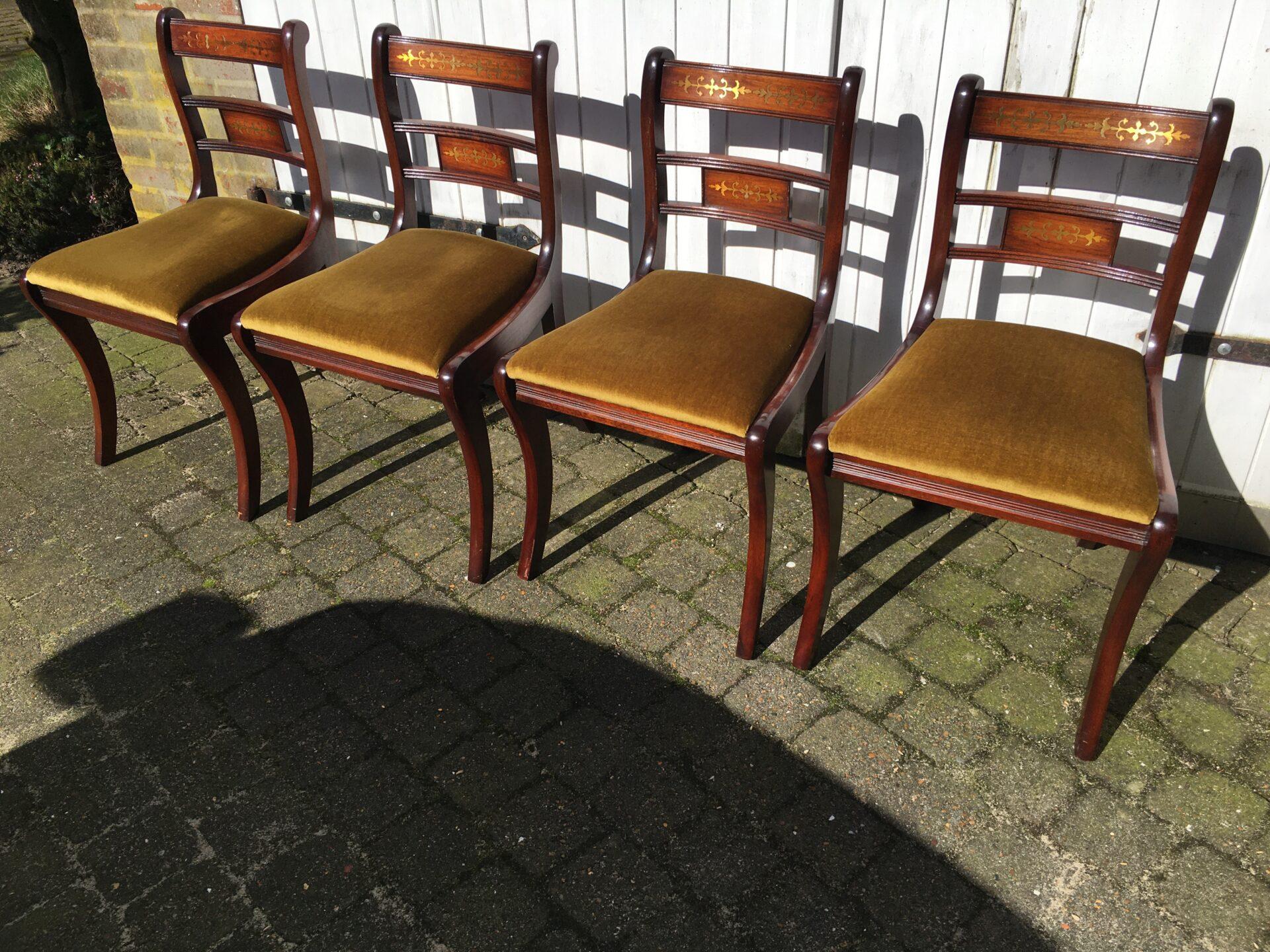4 stk stole af mahogni med indlagt messing, velholdte, samlet pris 800 kr.  NU UDSALG: ialt 400kr