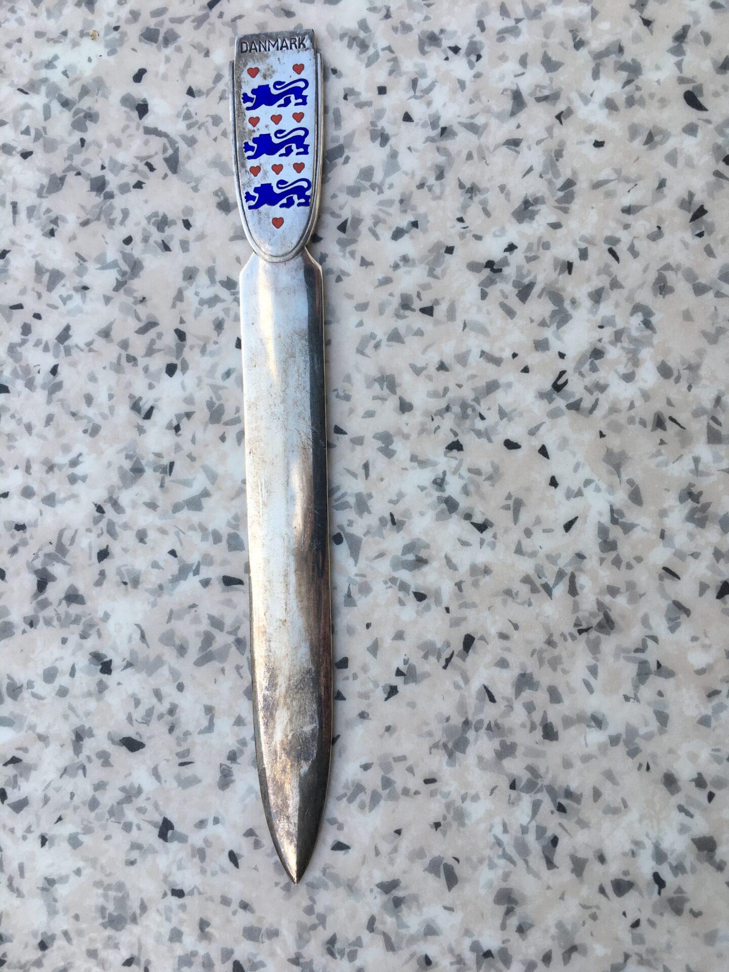 Brevåbner/papirkniv, sterling sølv, med Danmarks rigsvåben, pris 400 kr