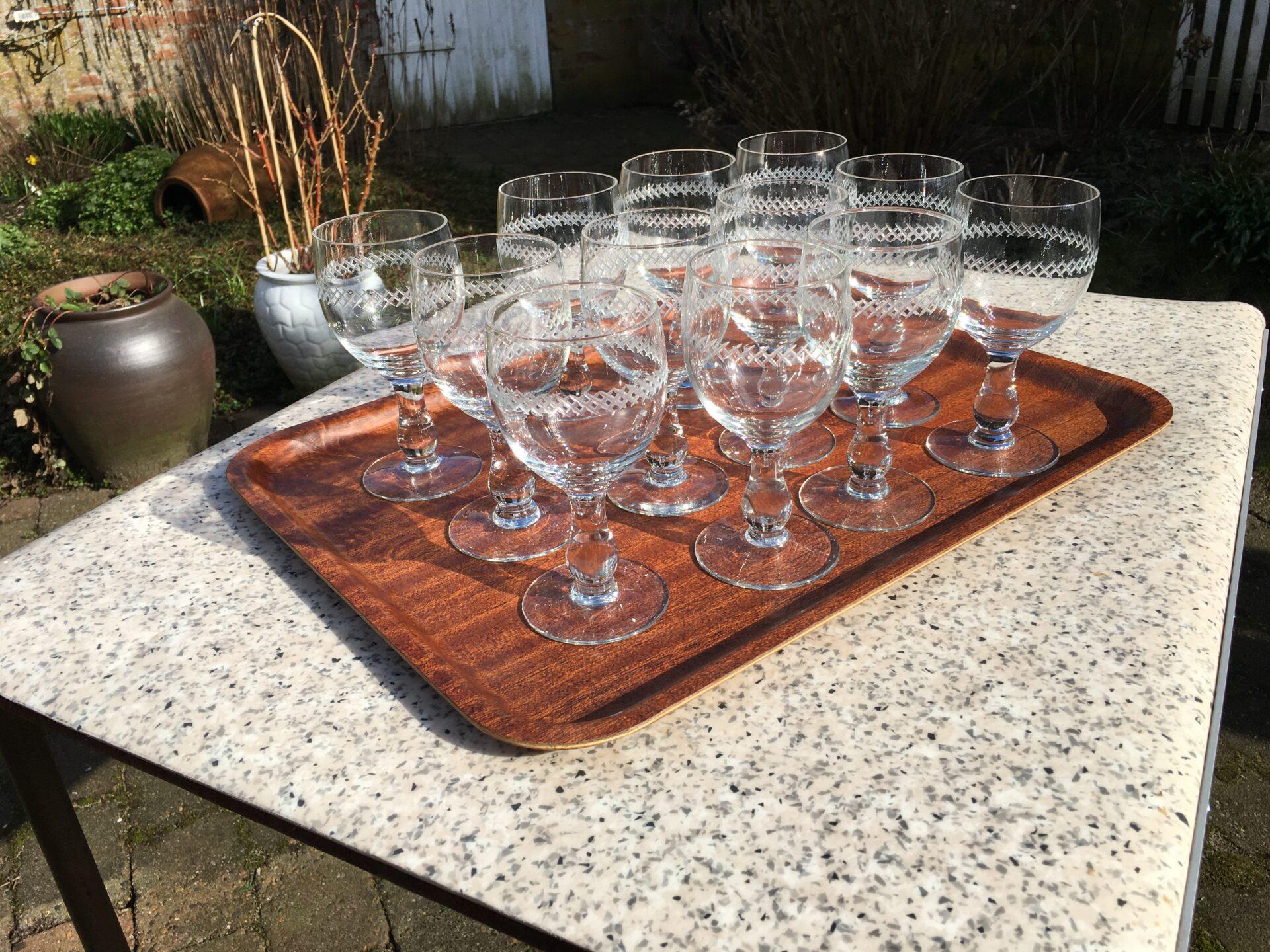 12 stk fejlfri og nyvaskede porterglas med krydsslibninger, Kastrup Glasværk 1934, samlet pris 1800k