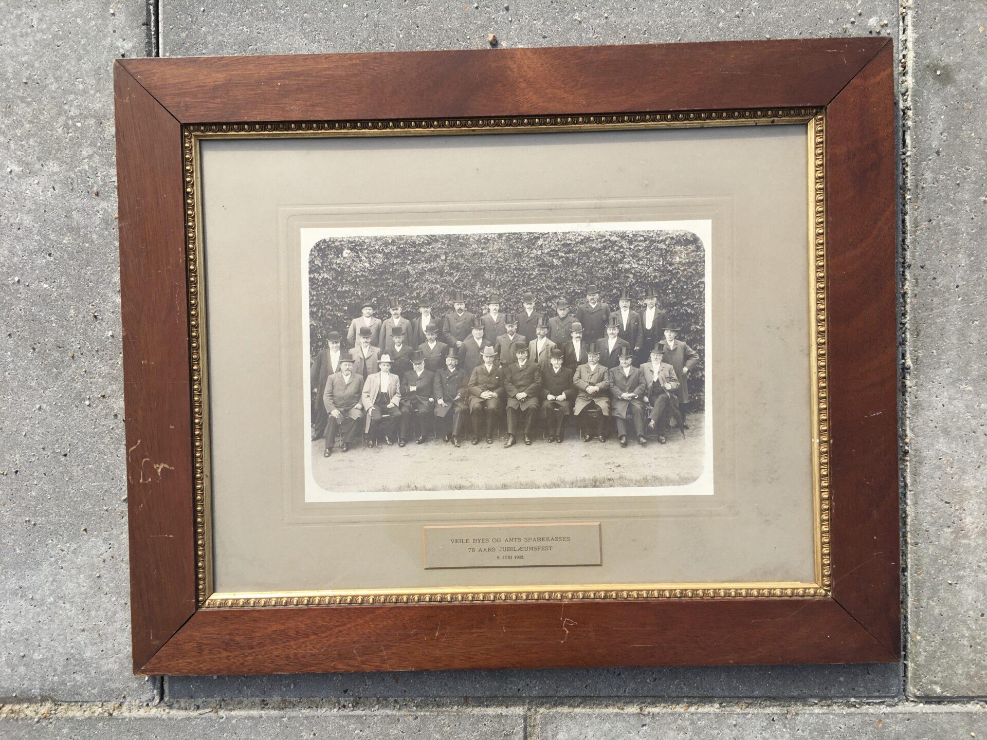 9. juni 1902. Vejle Byes og Amts Sparekasse (nu Danske Bank, Kirkegade)