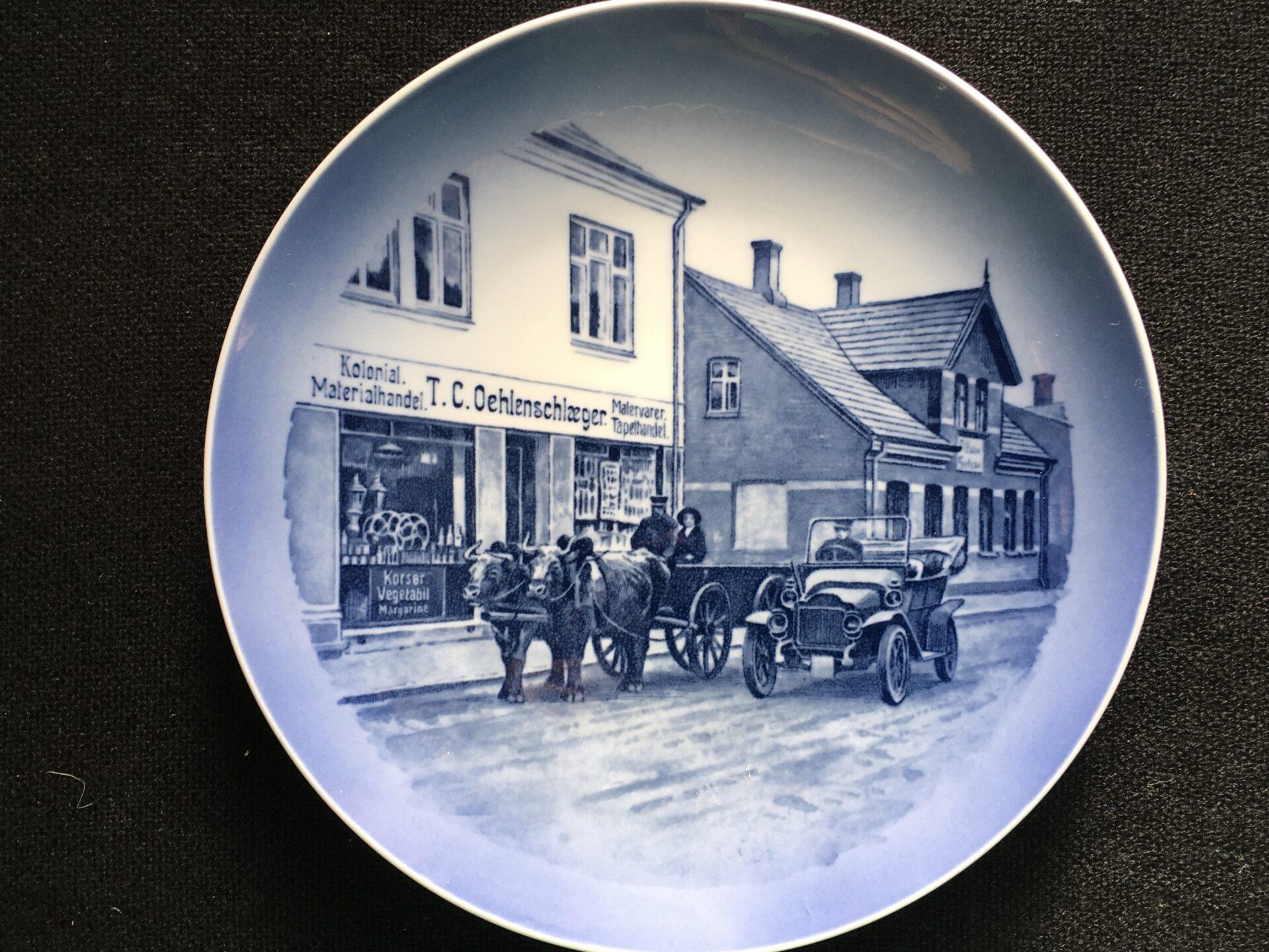 T.C. Oehlensclæger, Grindsted. (25 års jubilæum i 1970) Kongelig porcelæn. Pris 200 kr