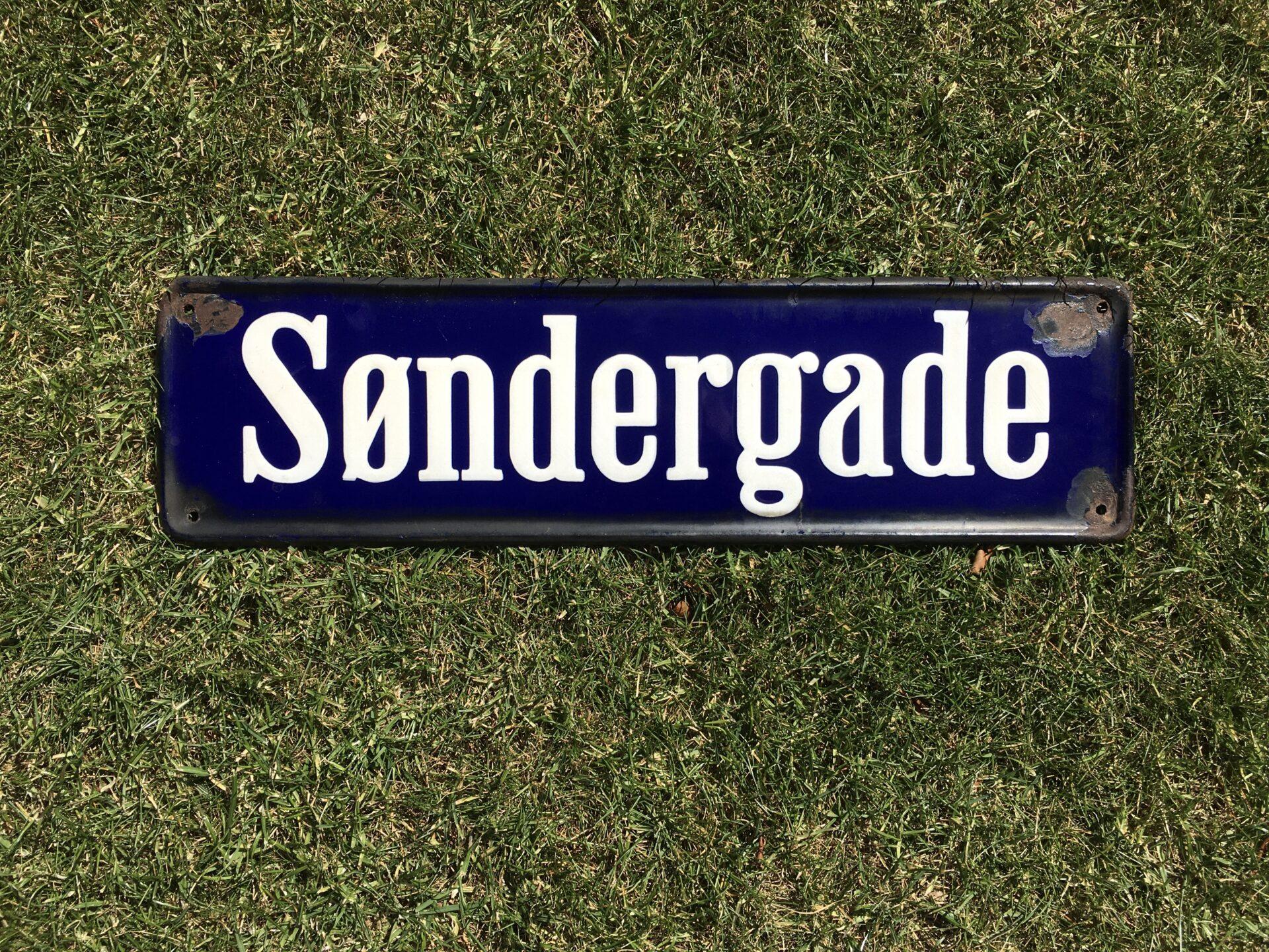 Gammelt emalje vejskilt, Søndergade, pris 600kr