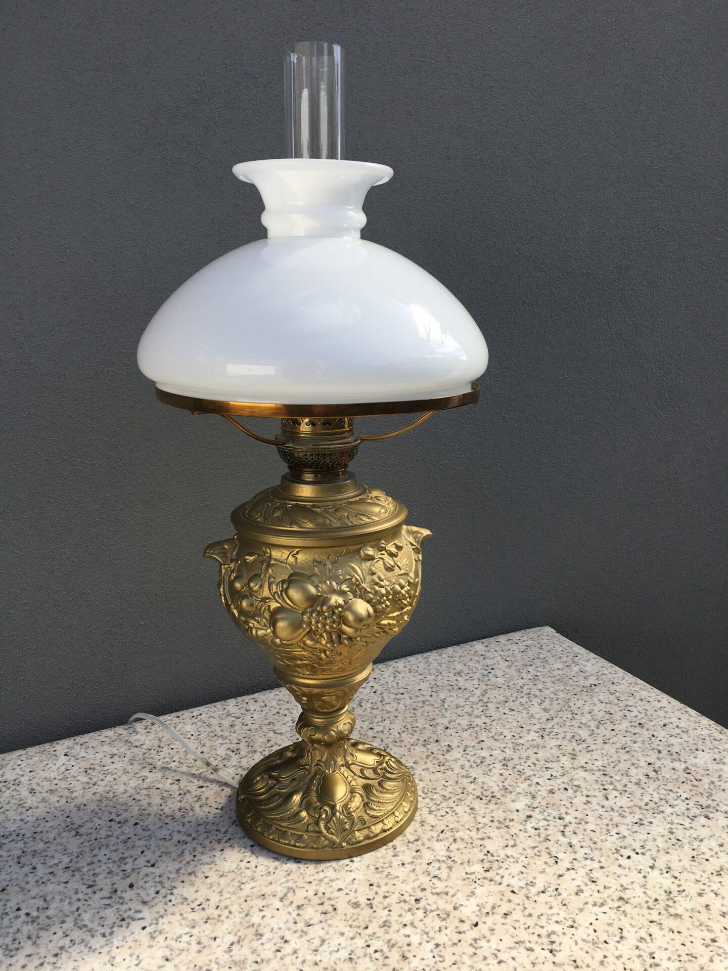 Petroleums bordlampe ombygget til el. pris 400 kr (meget velholdt)