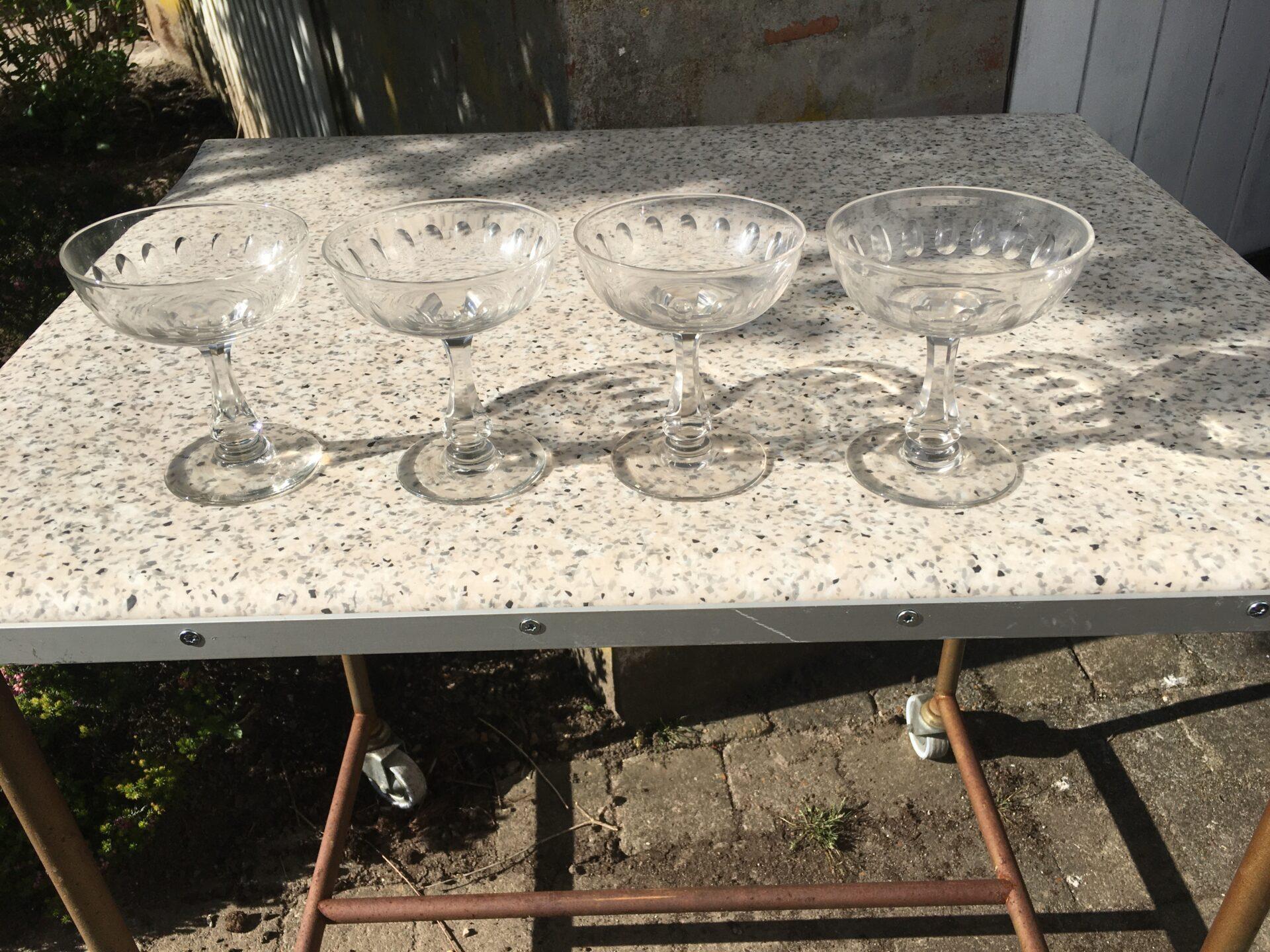 Gamle Derby champagneskåle, velholdte, fejlfri, h=11 cm, d=9,5 cm, pris pr. stk. 250 kr