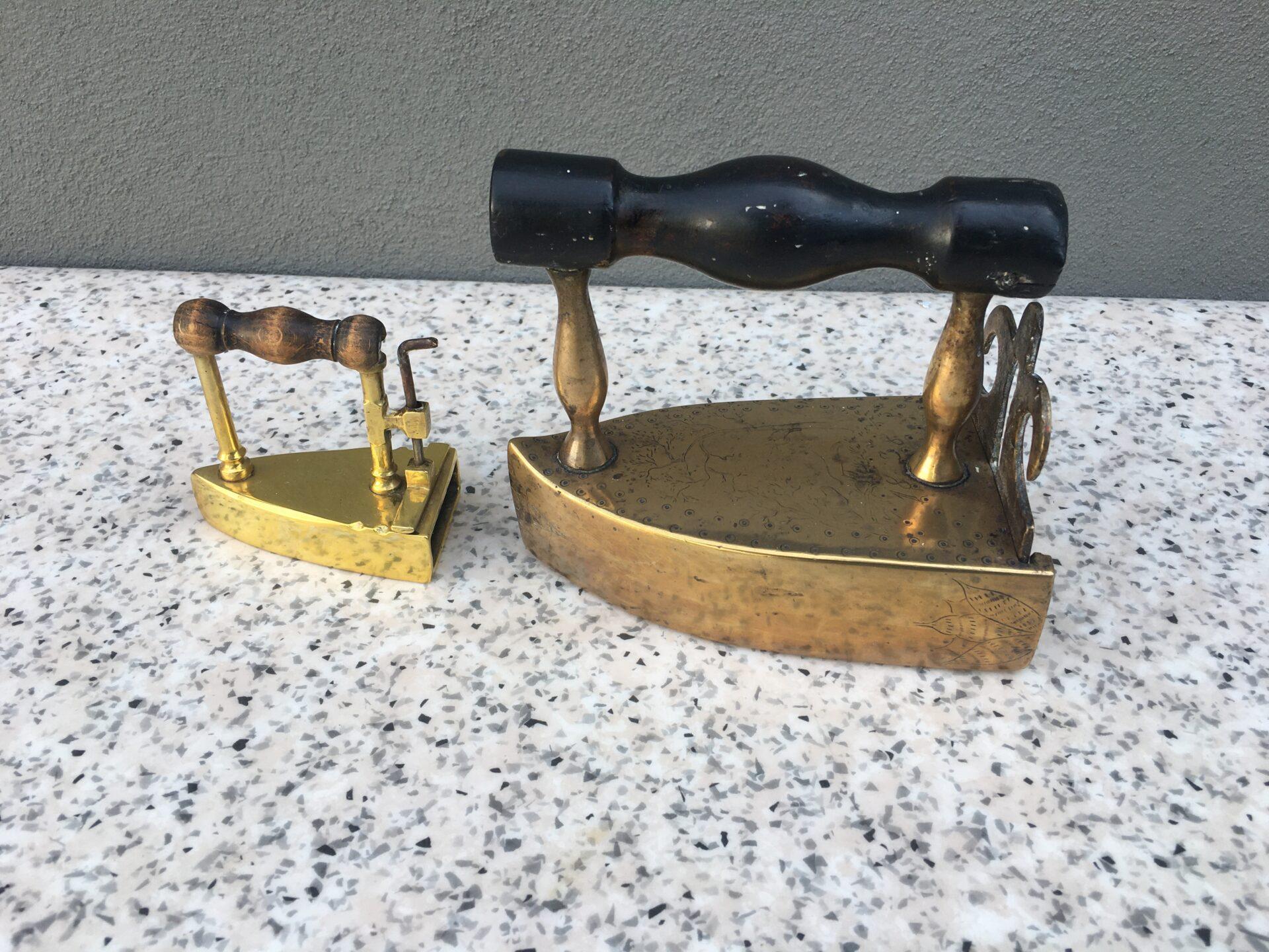 Antikke strygejern pr stk200/300 kr