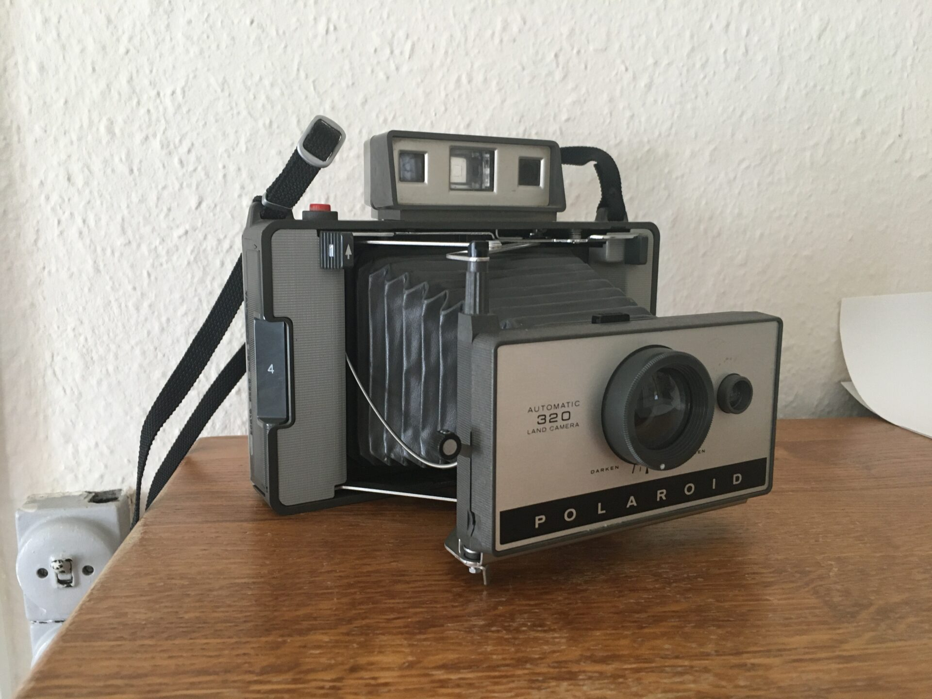 Polaroid Automatic 320 Land Camera.. Pris 300kr