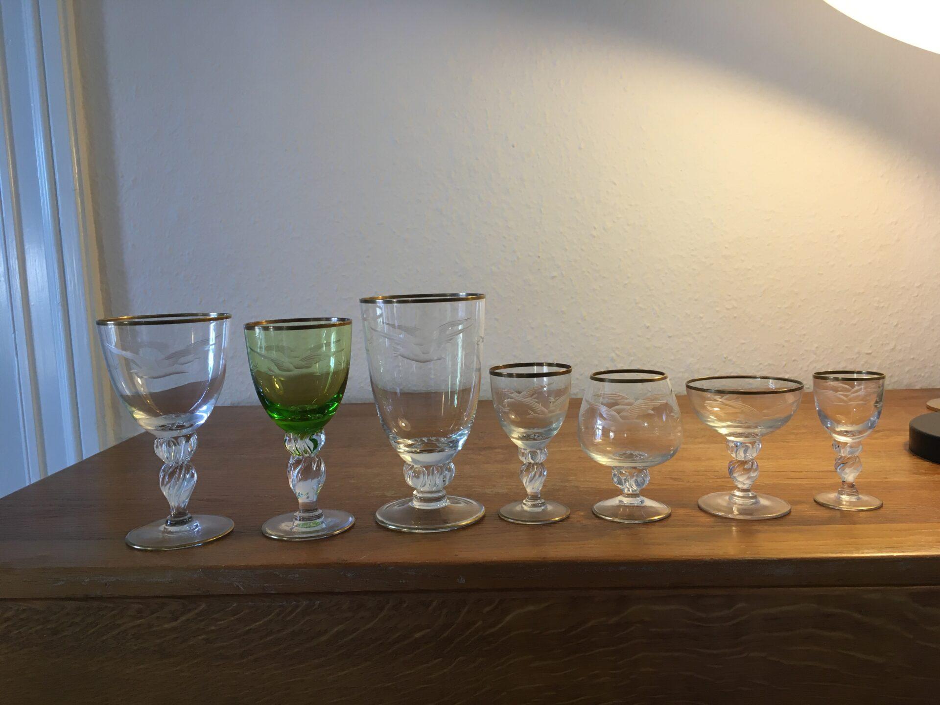 Lyngby, Måge glasservice til 6 personer (42 glas i alt), velholdt og fejlfri. Samlet pris 2000kr